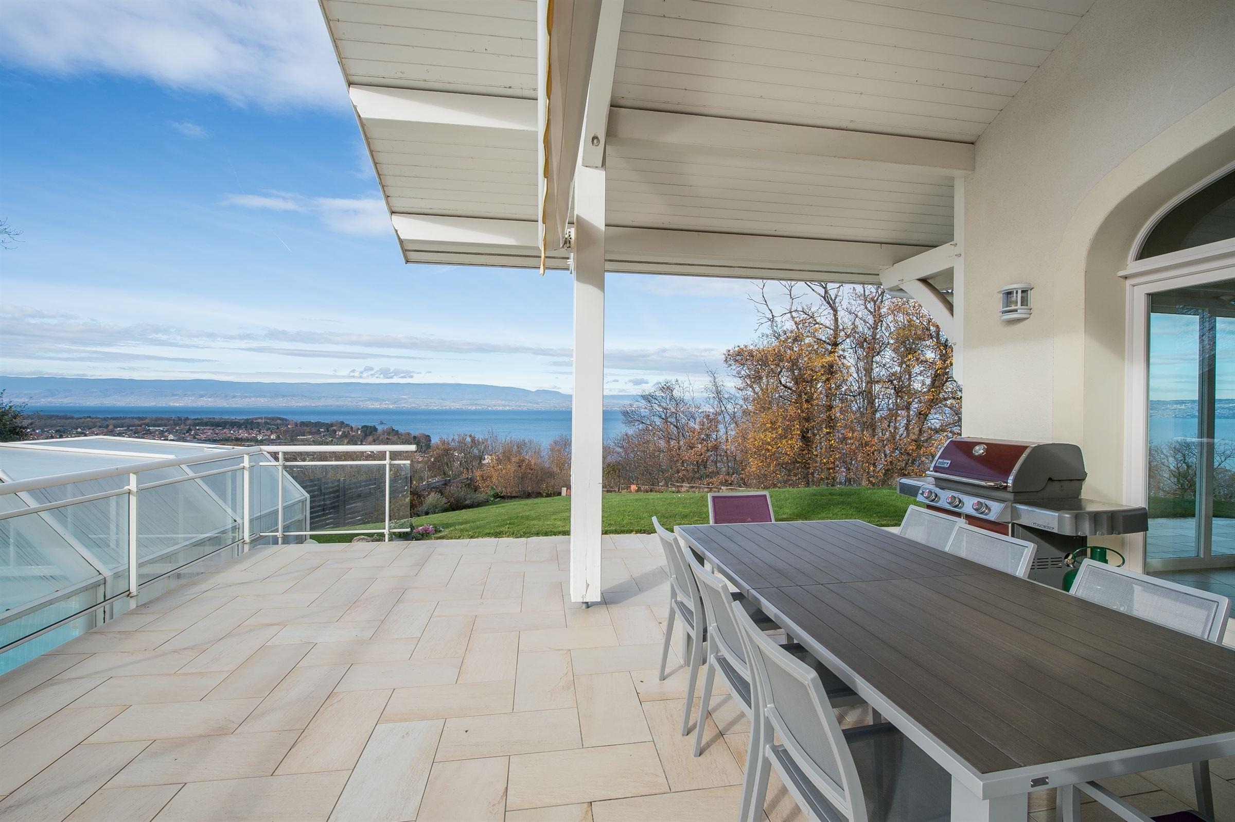 Casa para uma família para Venda às PUBLIER : NICE VILLA LAKE VIEW Publier, Rhone-Alpes, 74500 França
