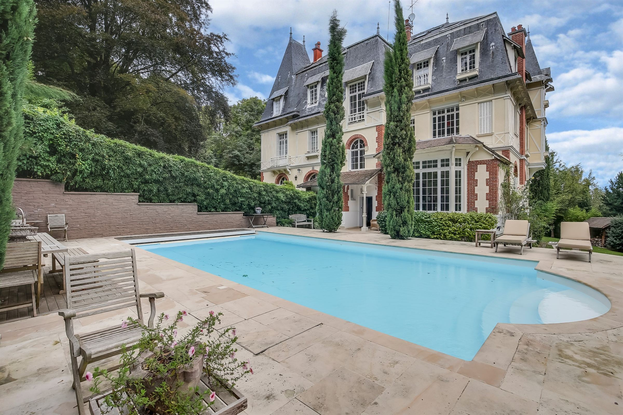 Einfamilienhaus für Verkauf beim A 417 sq.m Mansion, 5 000 sq.m garden, Louveciennes, 5 bedrooms Louveciennes, Ile-De-France, 78430 Frankreich