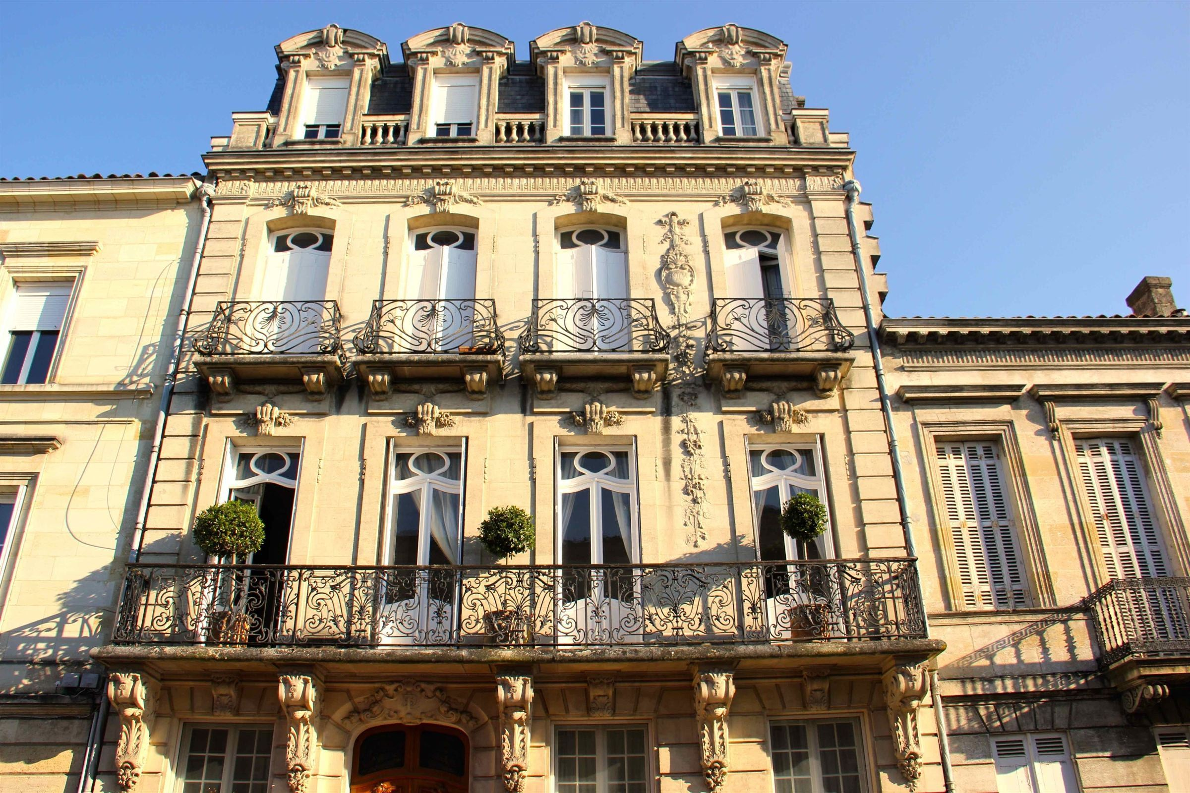 Single Family Home for Sale at BORDEAUX - DOWNTOWN - LUXURY PRIVATE MANSION Bordeaux, Aquitaine, 33000 France