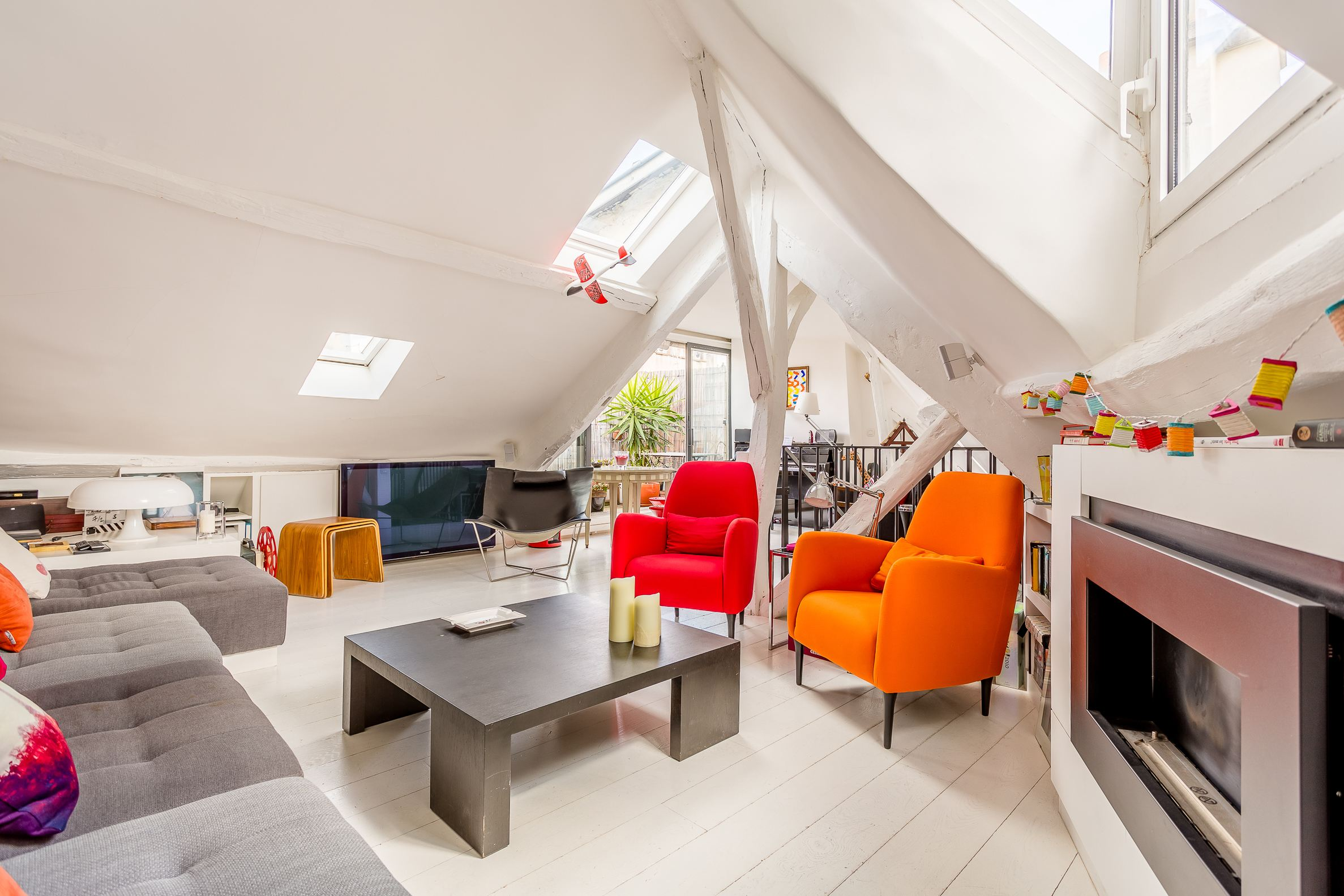 sales property at La Monnaie area in St-Germain-des-Prés -top floor with terrace