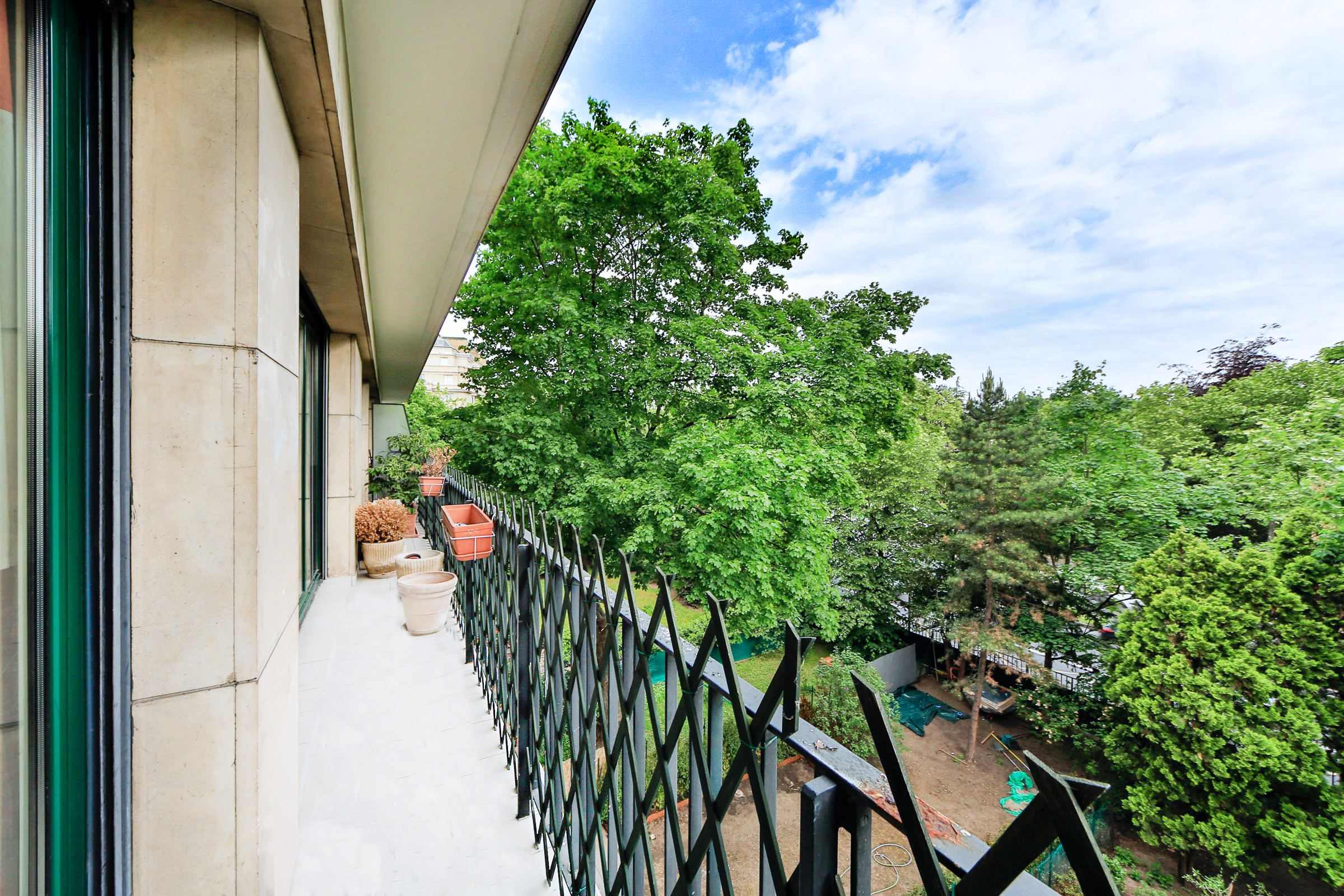 sales property at Neuilly - Chateau. Apartment with a balcony