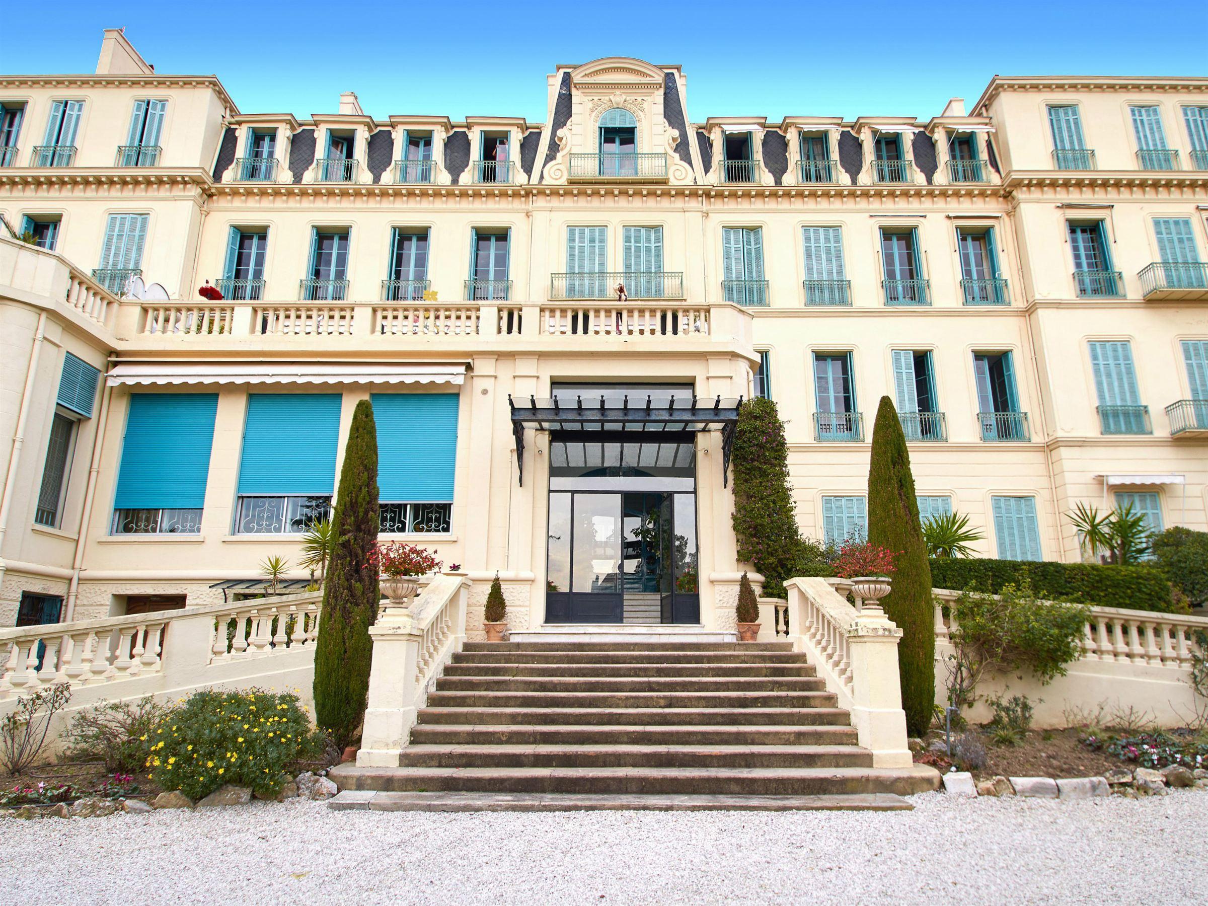 Apartamento para Venda às Apartment located in a Belle Epoque palace Cannes, Provença-Alpes-Costa Azul 06400 França