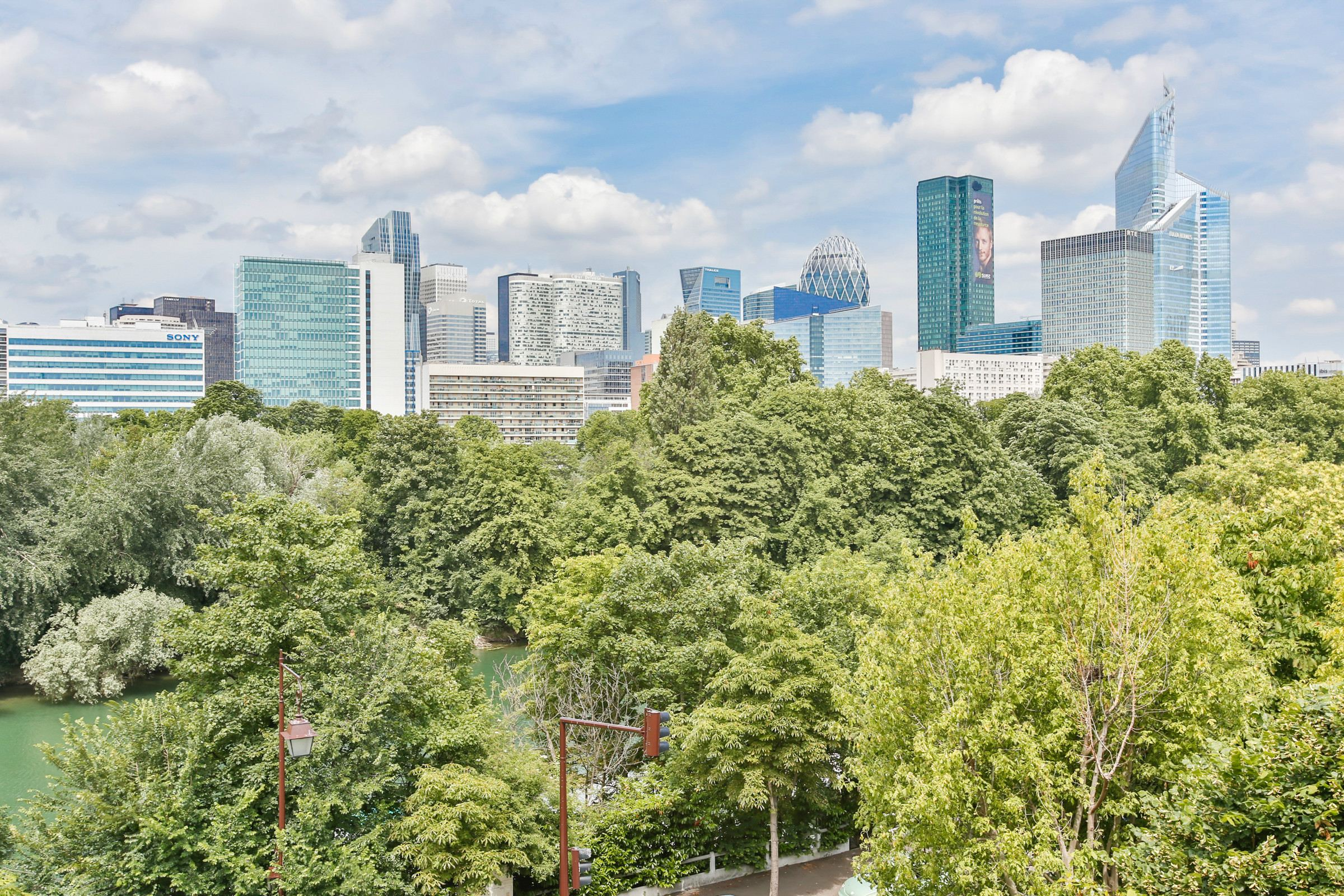 Property For Sale at Neuilly - Saint James. A 101 sq.m apartment, 2 bedrooms, double lock up garage.