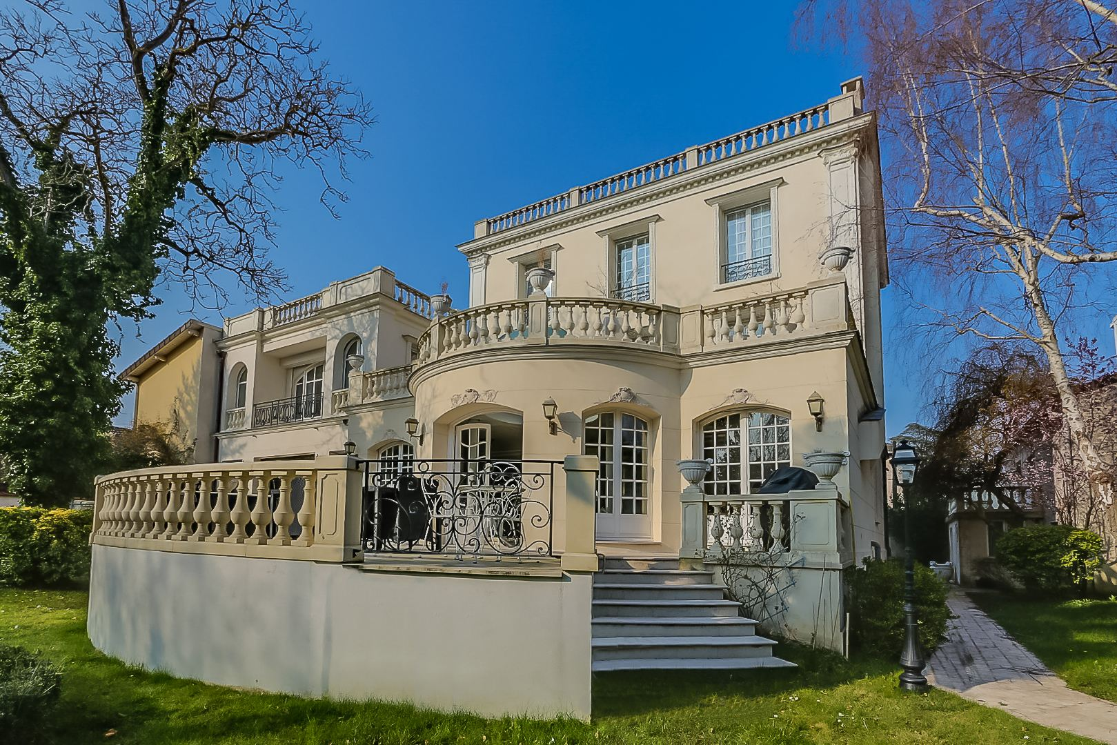 sales property at On sale wonderful Private Mansion in La Varenne -Promenade des anglais