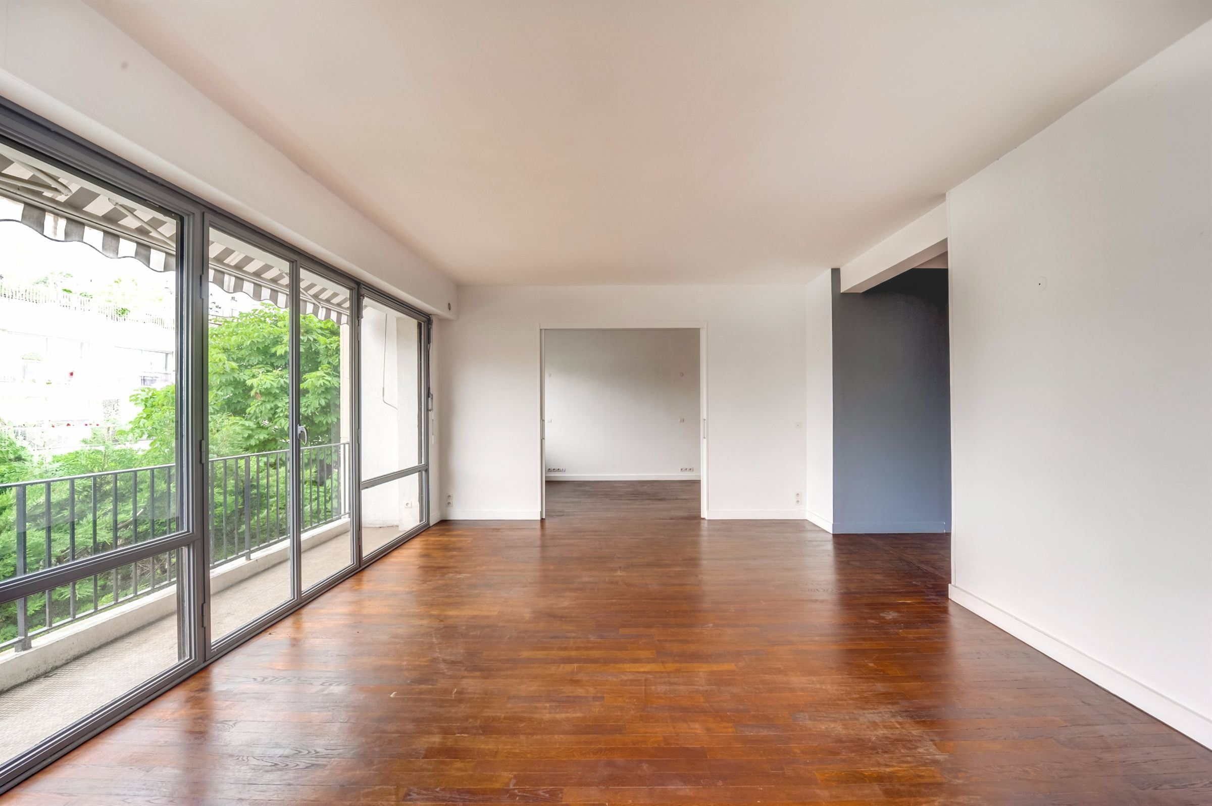 sales property at A 83 sq. m Apartment for sale, Neuilly - Windsor, 1 bedroom