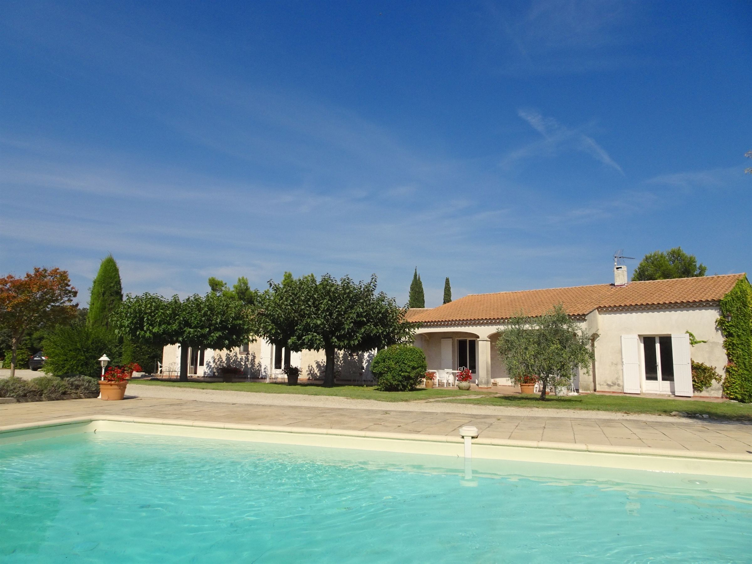 sales property at Eygalières, Property located within 5 mn walk to the center