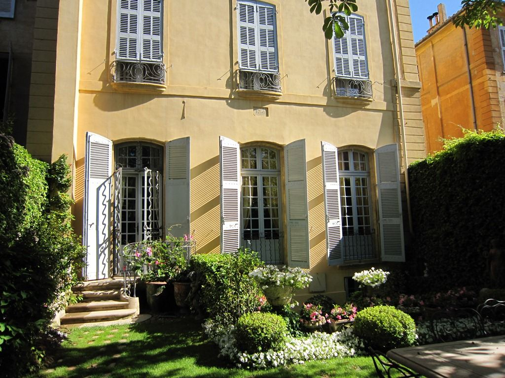 Property For Sale at Excellence in Aix-en-Provence: XVIII century mansion