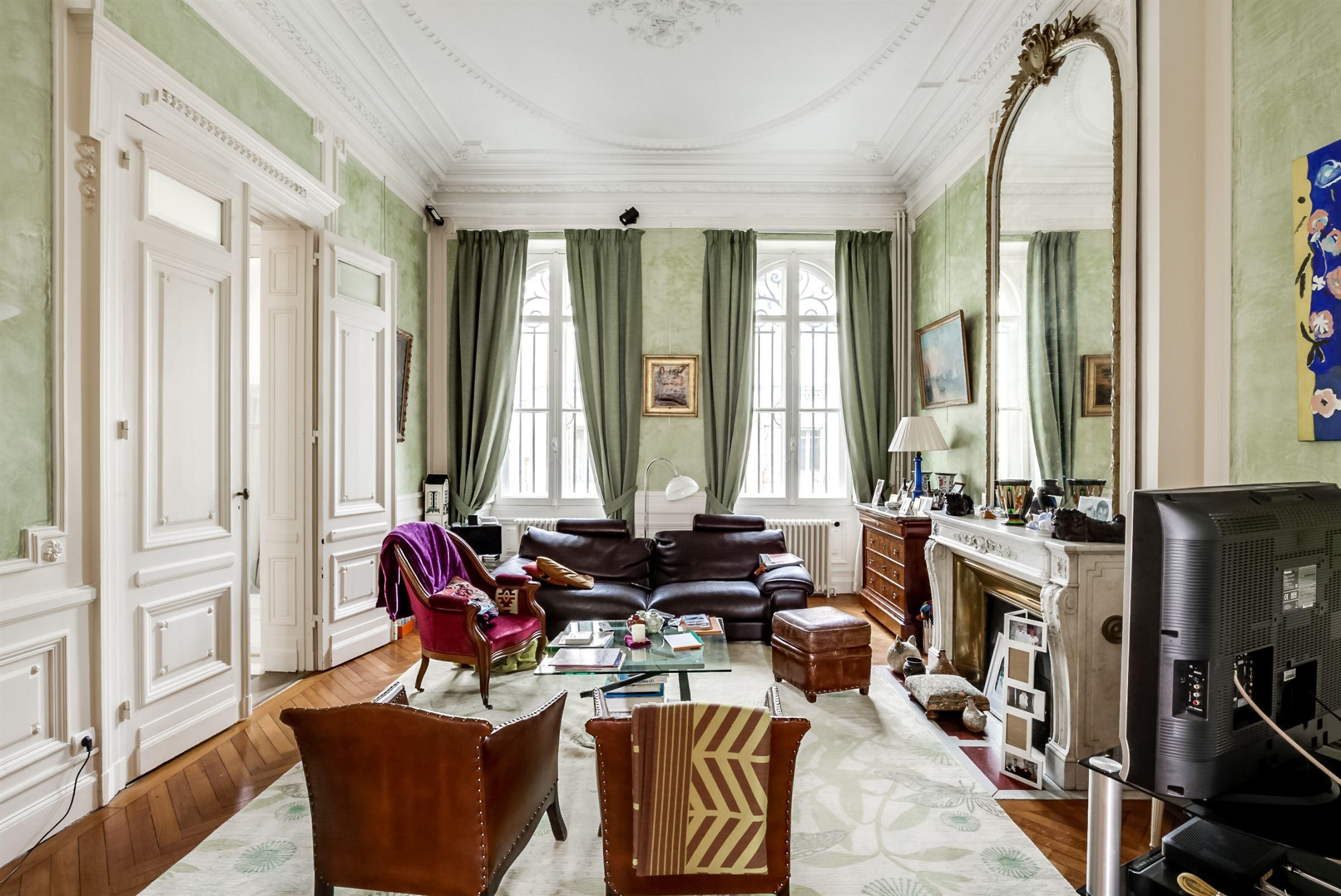 단독 가정 주택 용 매매 에 BORDEAUX - CROIX DE SEGUEY - BEAUTIFUL ONE FAMILY STONE TOWNHOUSE Bordeaux, 아키텐주 33000 프랑스