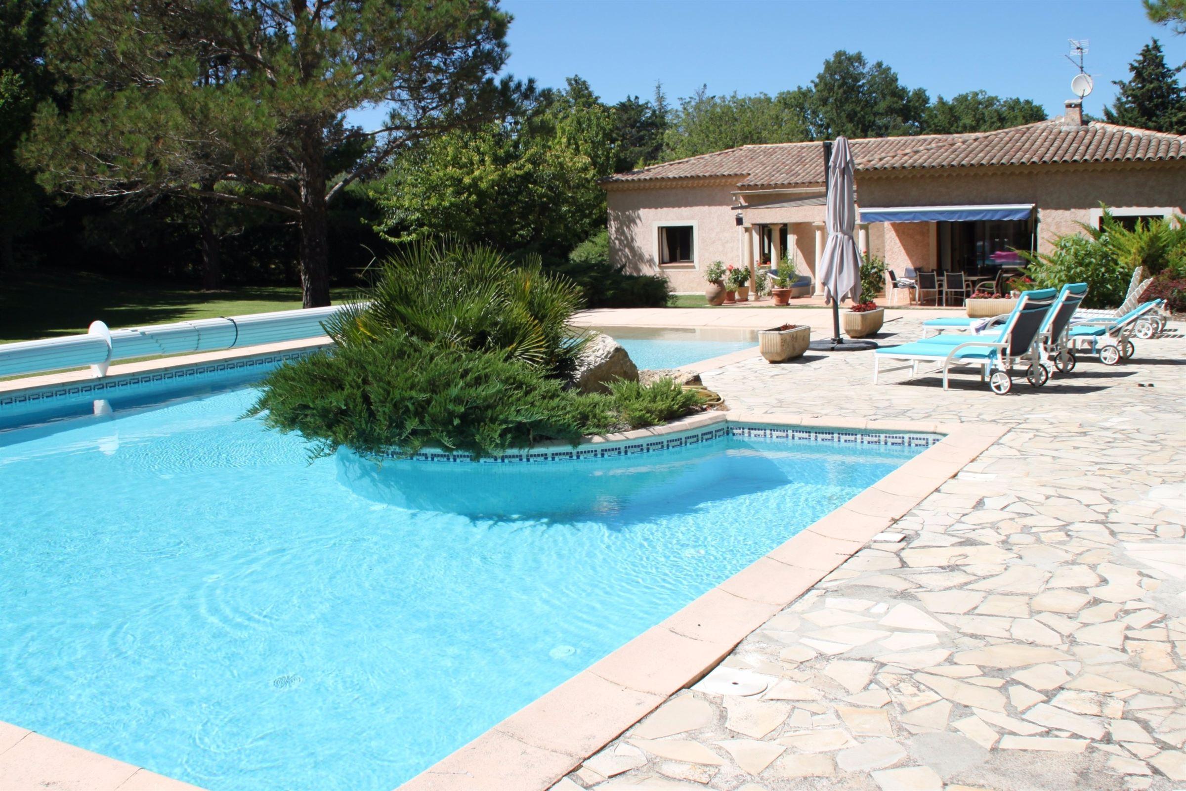 Частный односемейный дом для того Продажа на AIX EN PROVENCE Other Provence-Alpes-Cote D'Azur, Прованс-Альпы-Лазурный Берег, 13090 Франция
