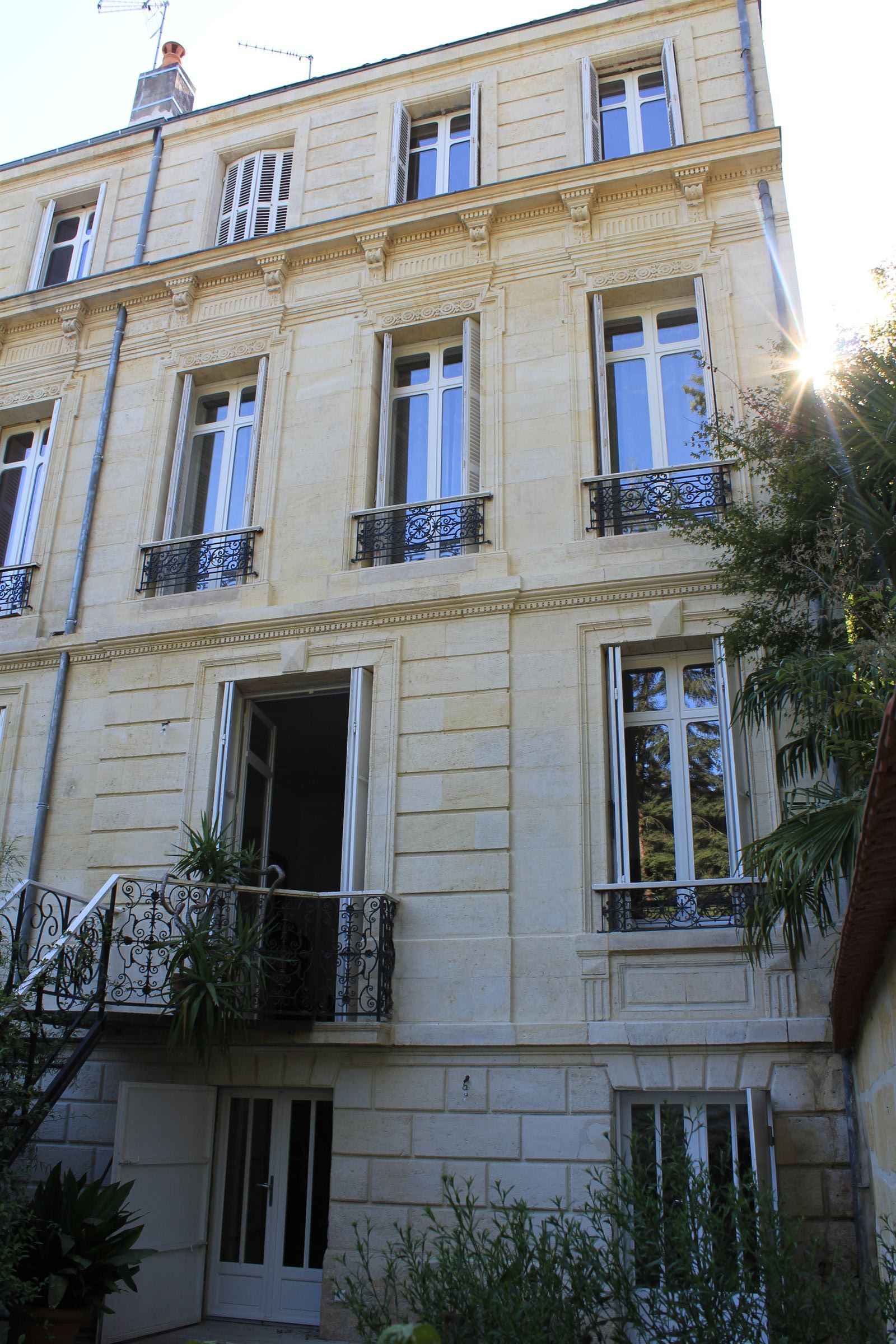 Property For Sale at BORDEAUX - PUBLIC GARDEN - PRIVATE TOWNHOUSE WITH A VIEW ON THE PARK