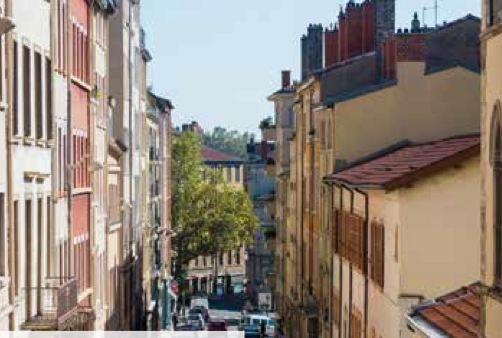 Property For Sale at LYON 1 ER-CROIX ROUSSE-PLACE DES CHARTREUX-APPARTEMENT TOIT TERRASSE