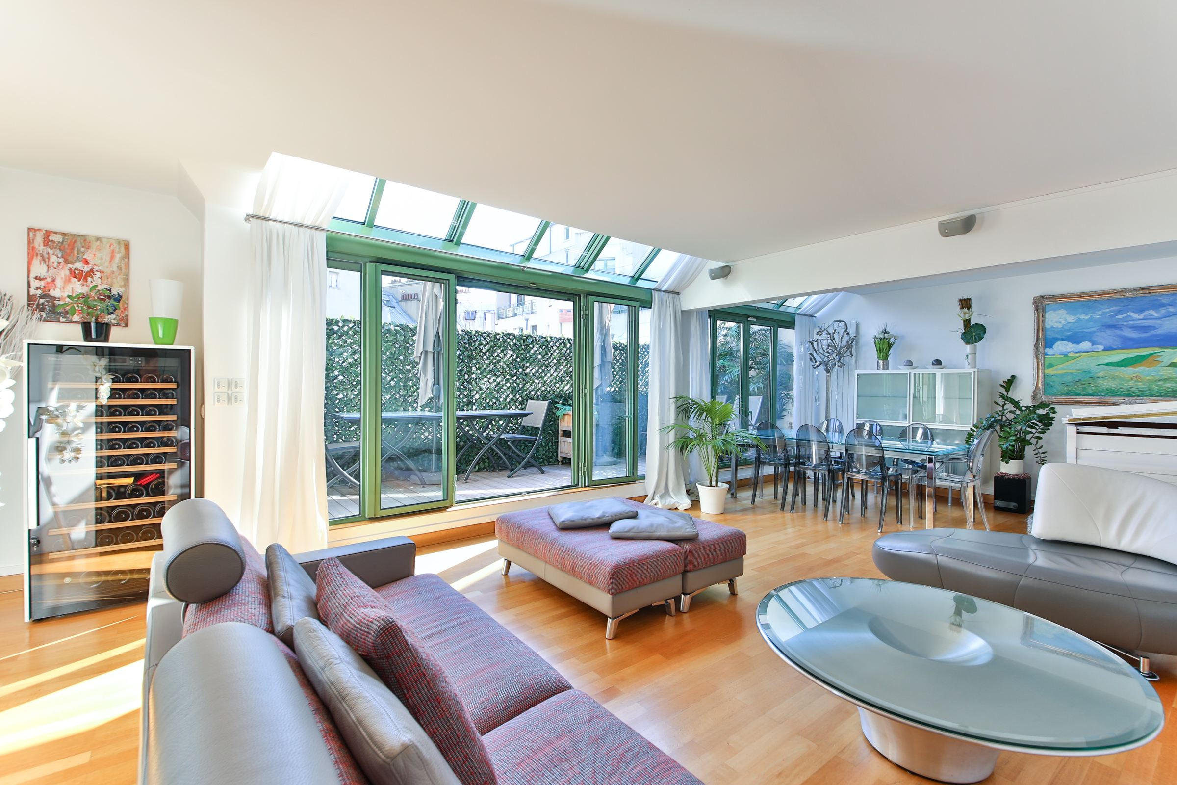 Property For Sale at Paris 17 - Parc Monceau. Apartment 136 sq.m.. Unoverlooked terrace