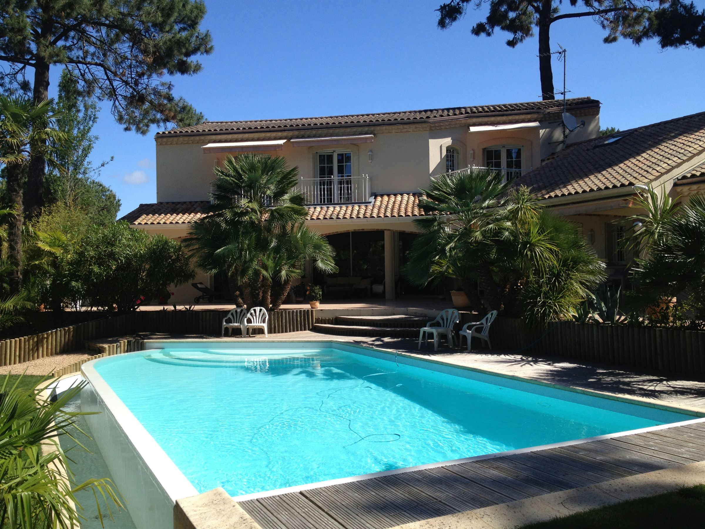 Property For Sale at ARCACHON - BEAUTIFUL VILLA ON THE BAY
