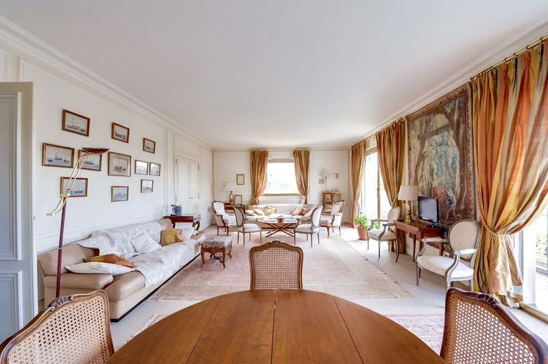 sales property at On sale apartment with a balcony in Neuilly-sur-Seine - St-James