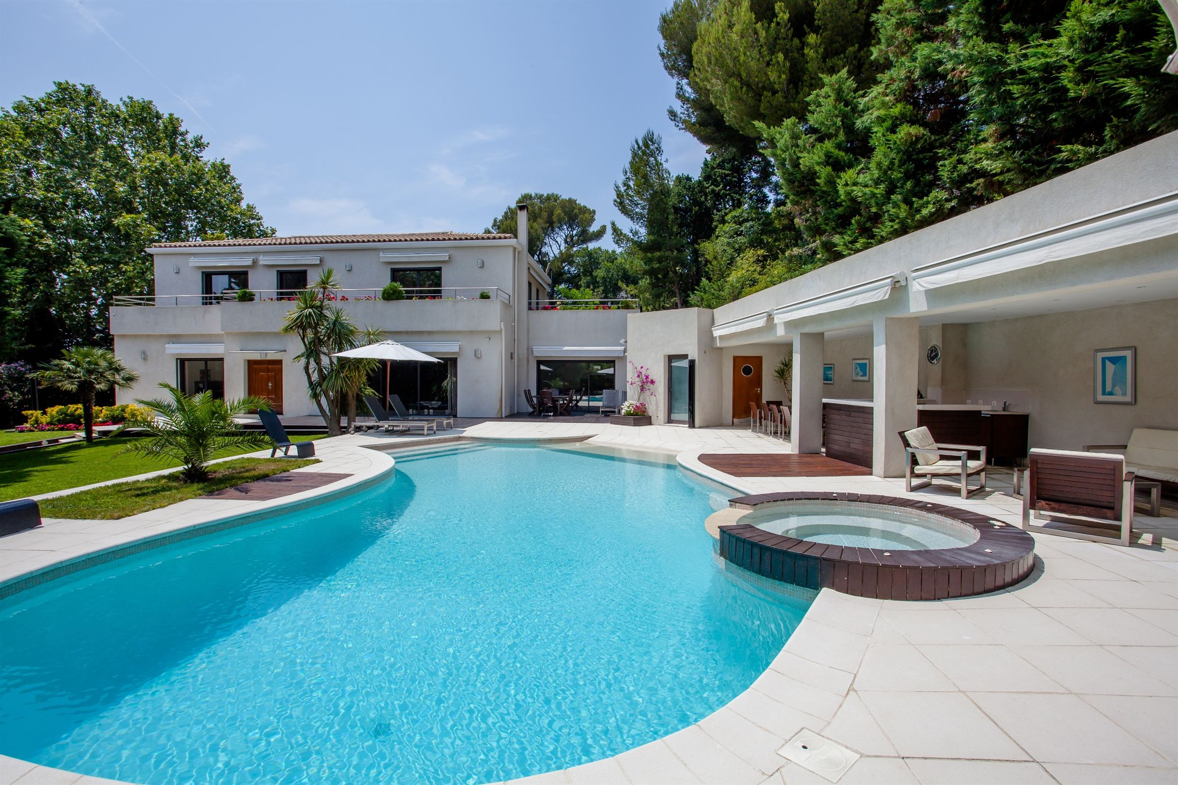 sales property at CARRE D'OR - VILLA CONTEMPORAINE 320M²