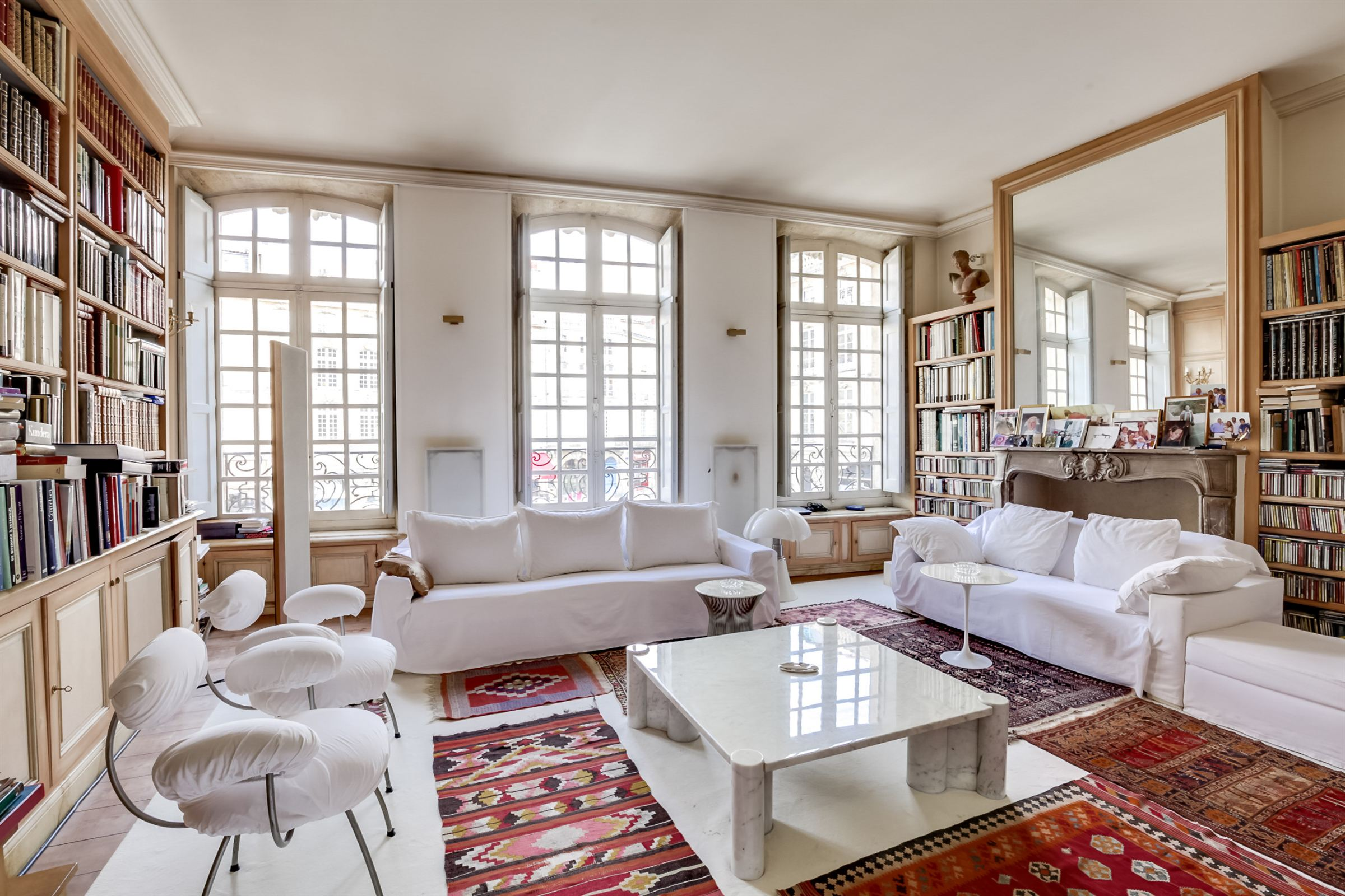 Piso por un Venta en BORDEAUX - EXCLUSIVE PRIVATE LUXURY TOWNHOUSE IN THE HISTORIC DISTRICT Bordeaux, Aquitania, 33000 Francia