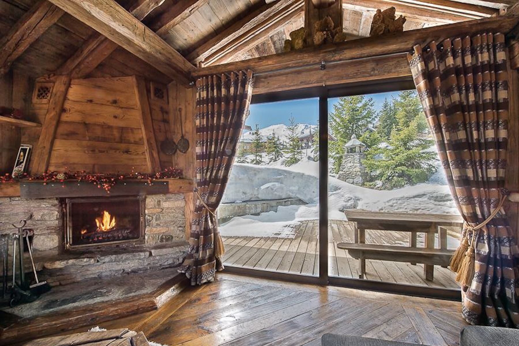 Property Of Chalet for rent in Courchevel Creux Noirs