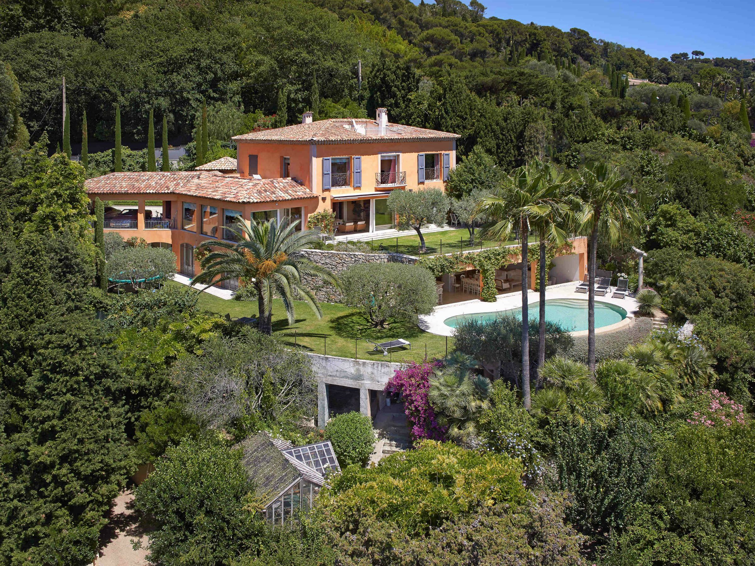 Maison unifamiliale pour l Vente à Neo Classic property with amazing bay views Cannes, Provence-Alpes-Cote D'Azur 06400 France