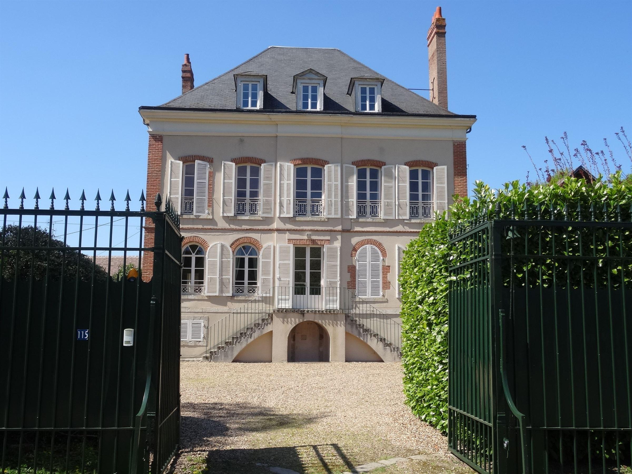 Single Family Home for Sale at St Jean de Braye, au calme Other Centre, Centre, 45800 France