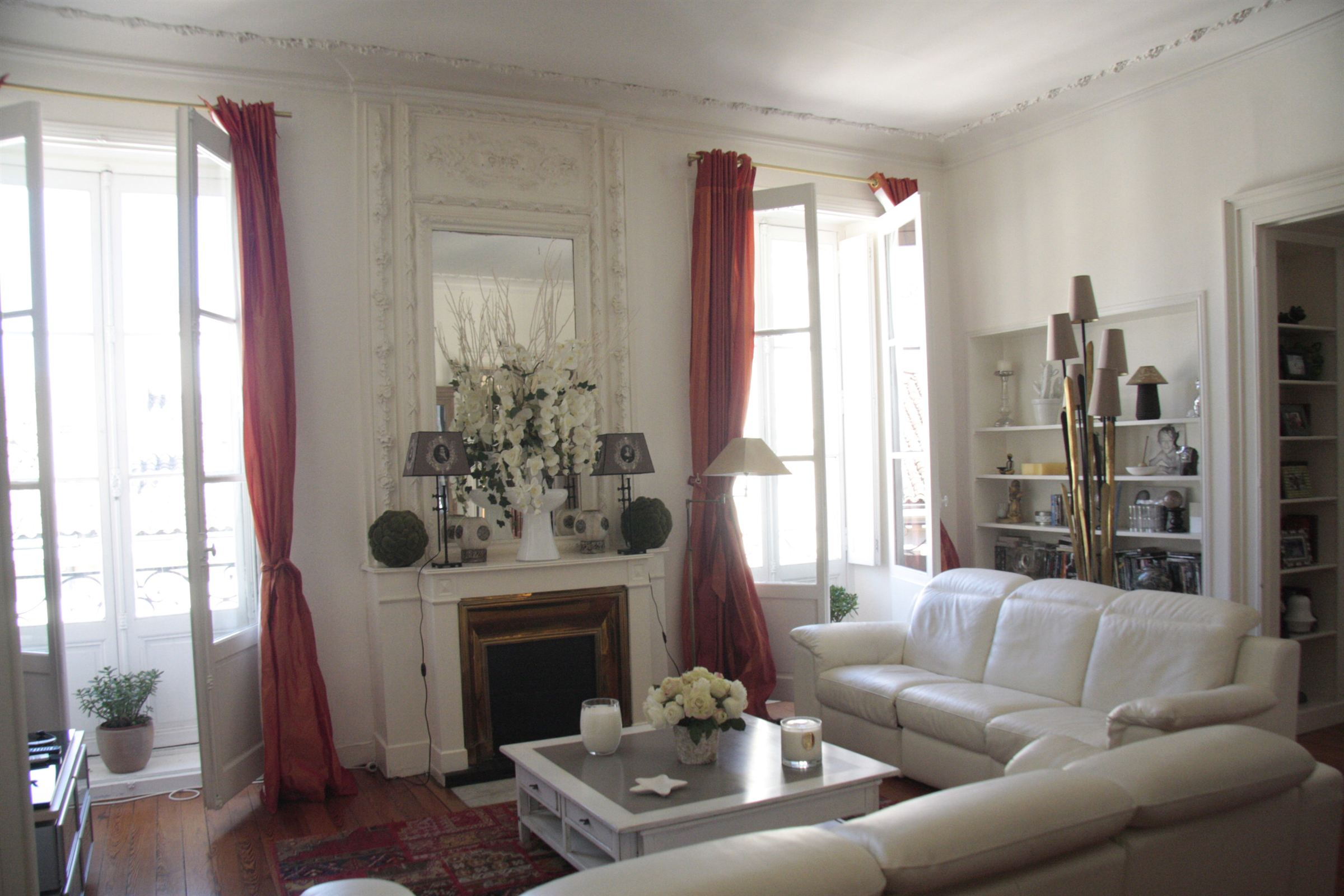 Property For Sale at Lovely apartment in 18th cent. stone building in the heart of Bordeaux.