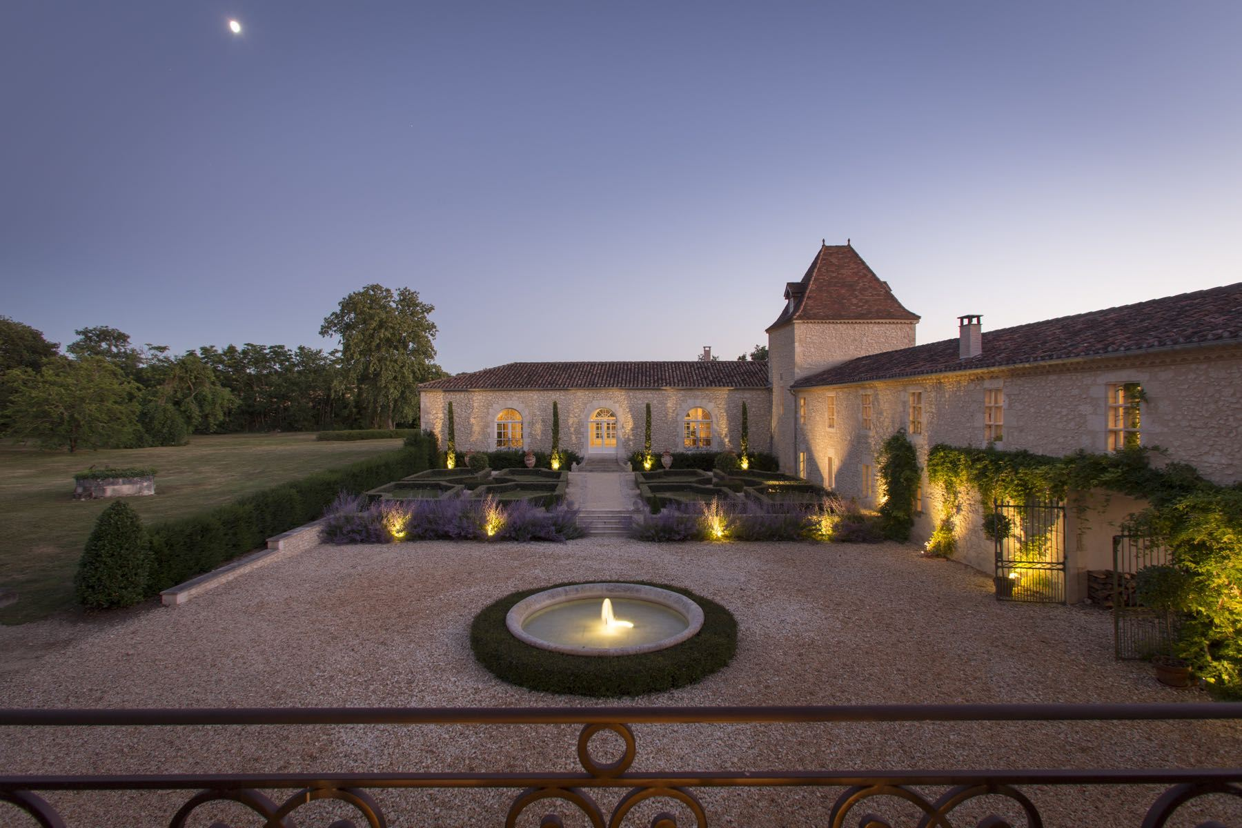 sales property at STUNNING CASTLE - 1H30 BORDEAUX - 22HA