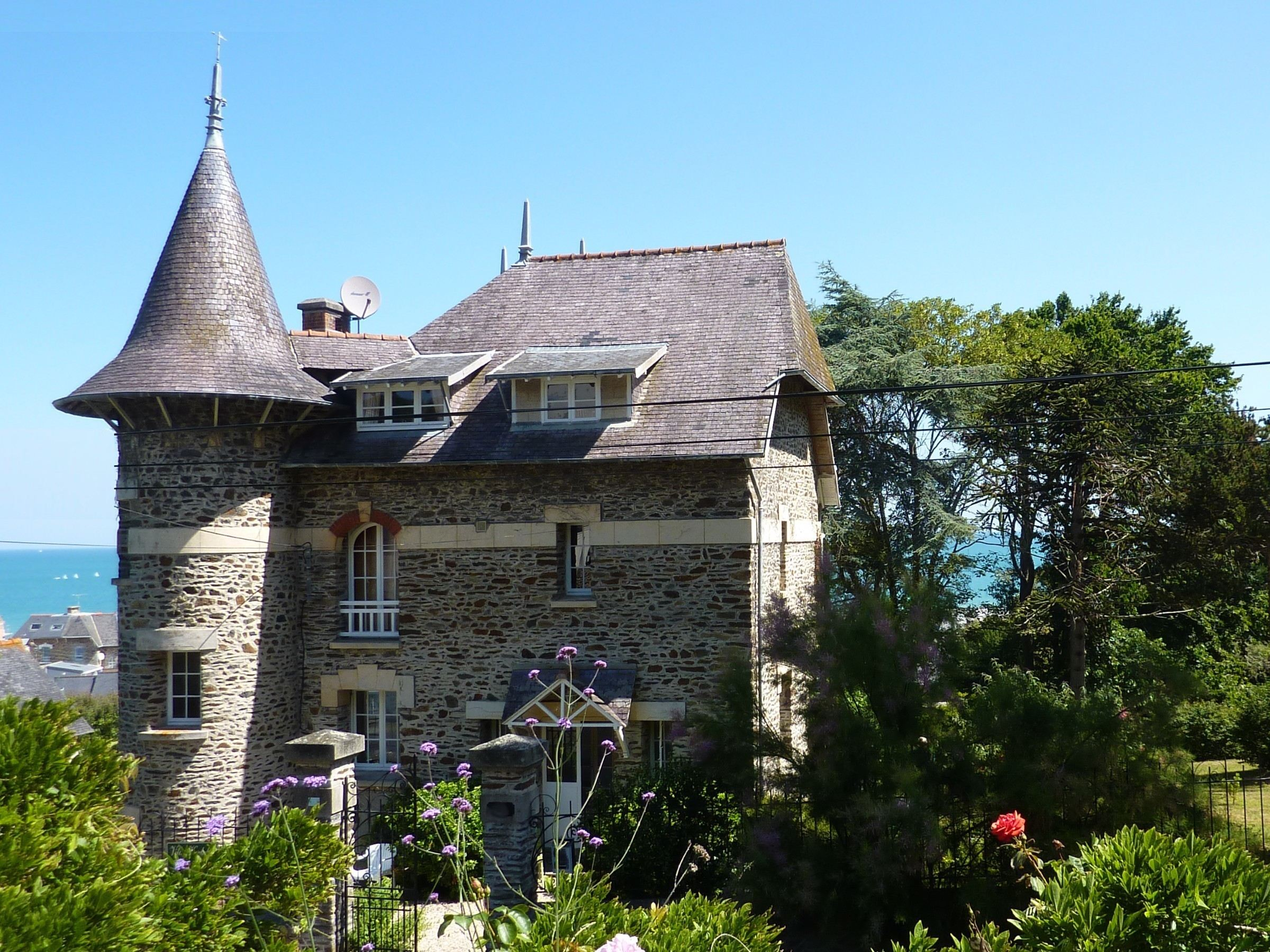 Casa Unifamiliar por un Venta en Beautiful villa with sea view at 150m from the beach. Other Brittany, Bretaña, 22000 Francia