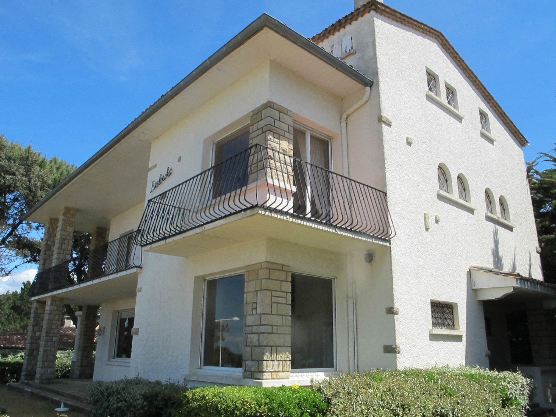 sales property at ARCACHON - FRONT LINE VILLA