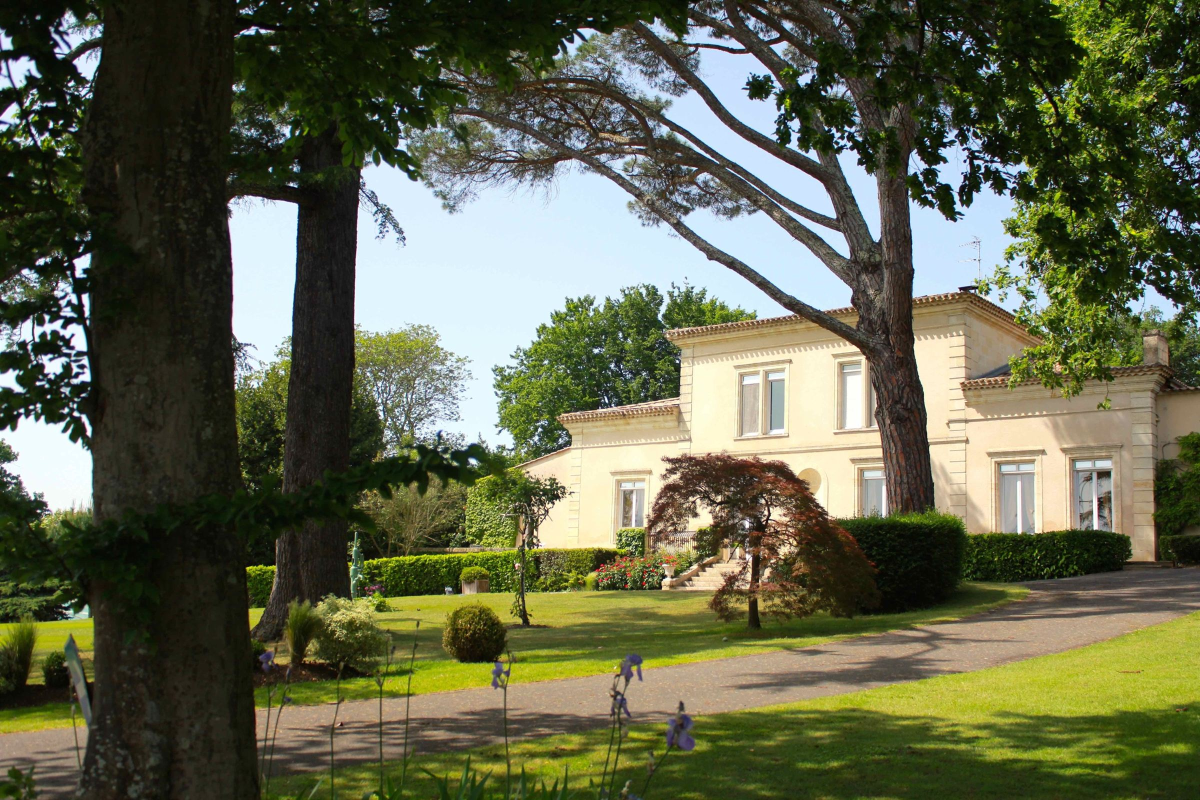 sales property at EXCEPTIONAL PROPERTY NEAR BORDEAUX FOR GOLFERS!