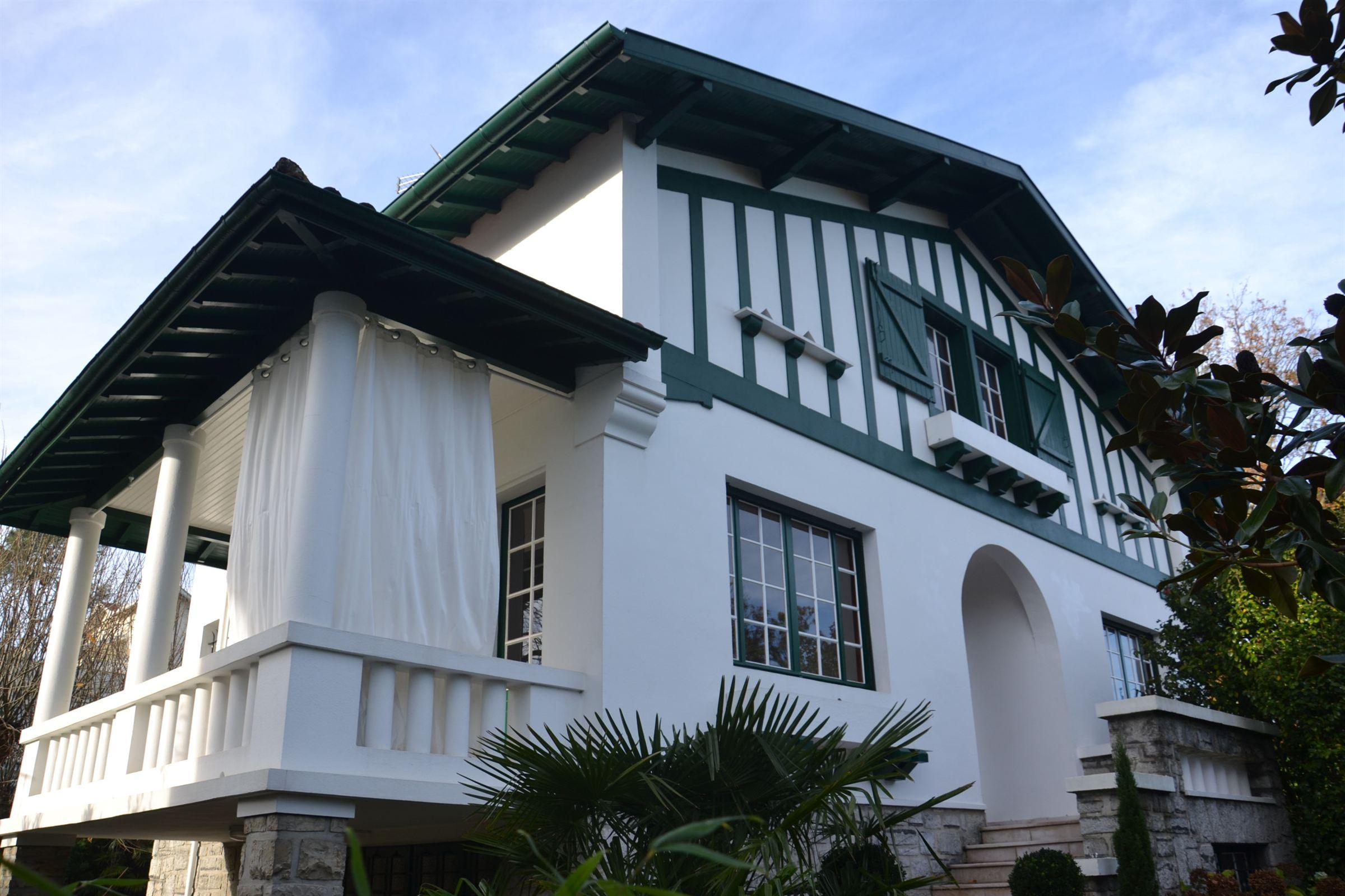 Частный односемейный дом для того Продажа на BIARRITZ LE PARC D'HIVER Biarritz, Аквитания, 64200 Франция
