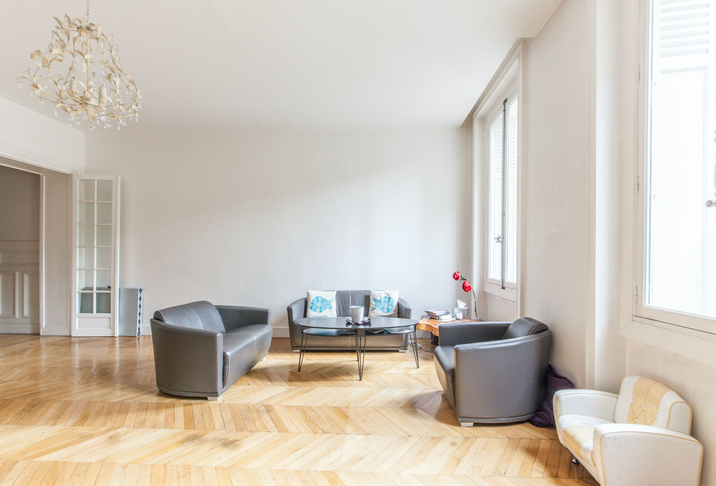 sales property at Paris 16 - Foch. Apartment. Unoverlooked