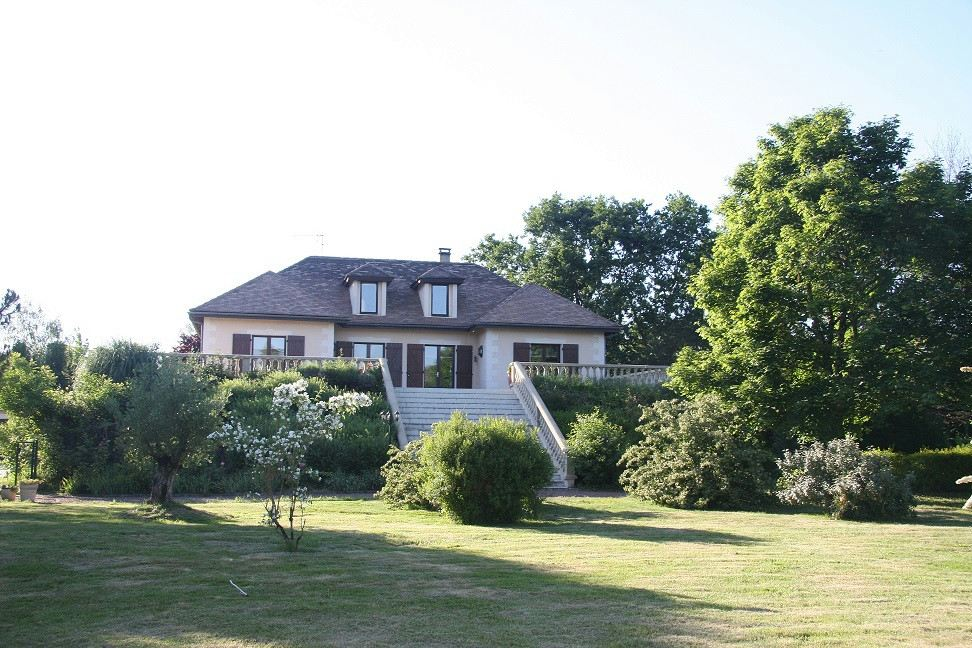 Property For Sale at Close to the golf of Cameyrac, and 15 minutes from Bordeaux