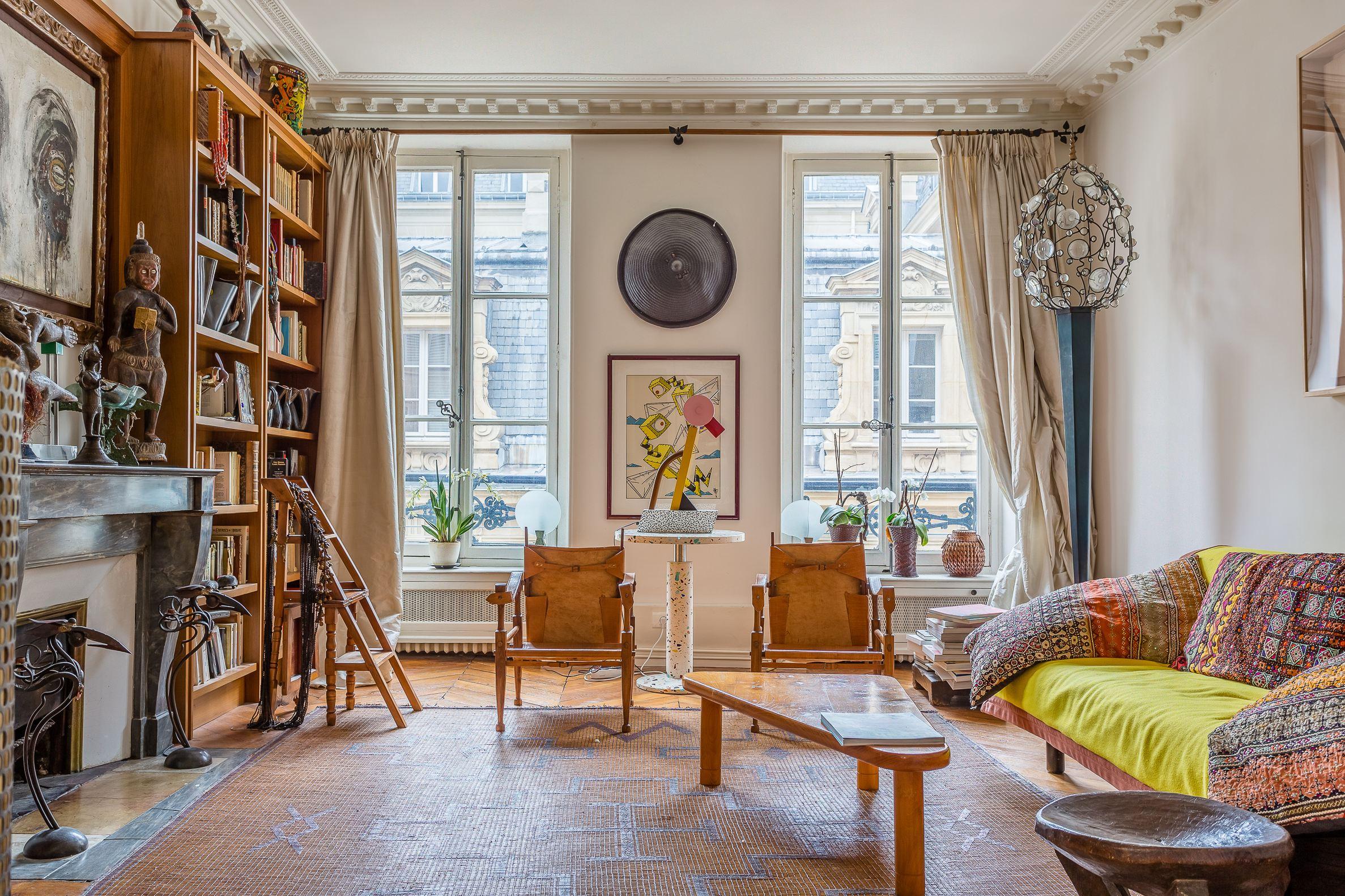 sales property at Charmant appartement - rue des Saints-Pères
