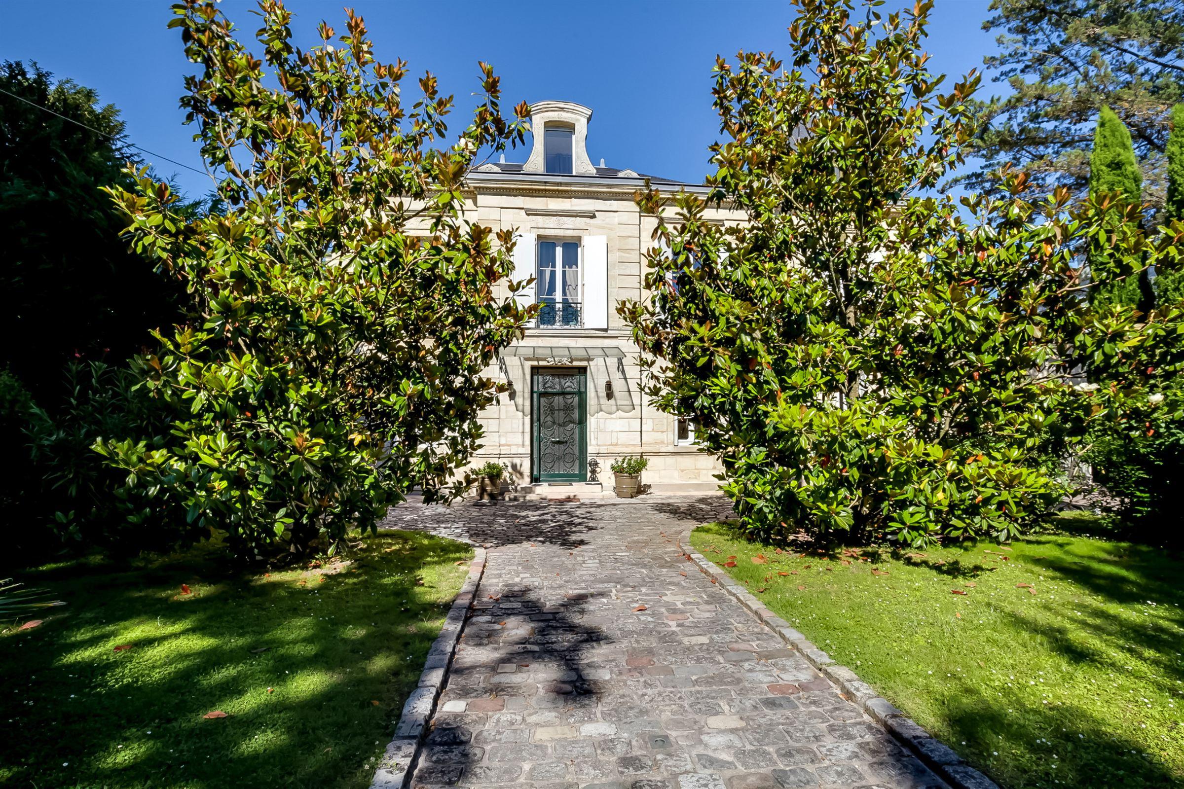 sales property at BORDEAUX BOUSCAT - SUPERB STONE MASTER HOUSE ON A 2300 M² GARDEN : RARE!