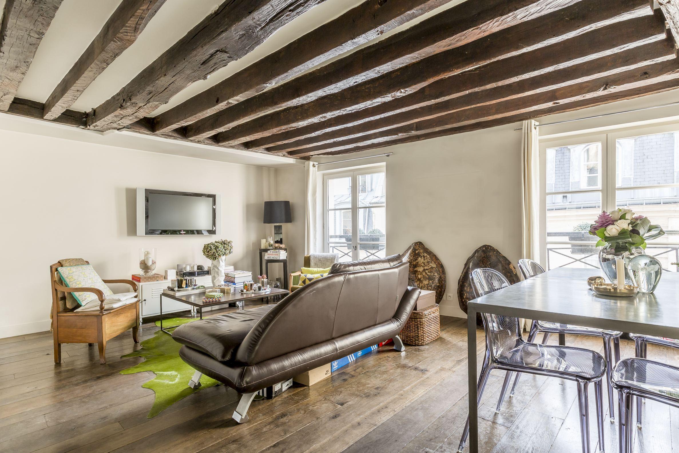 Apartamento por un Venta en Renovated apartment Montorgueil Paris, Paris 75002 Francia
