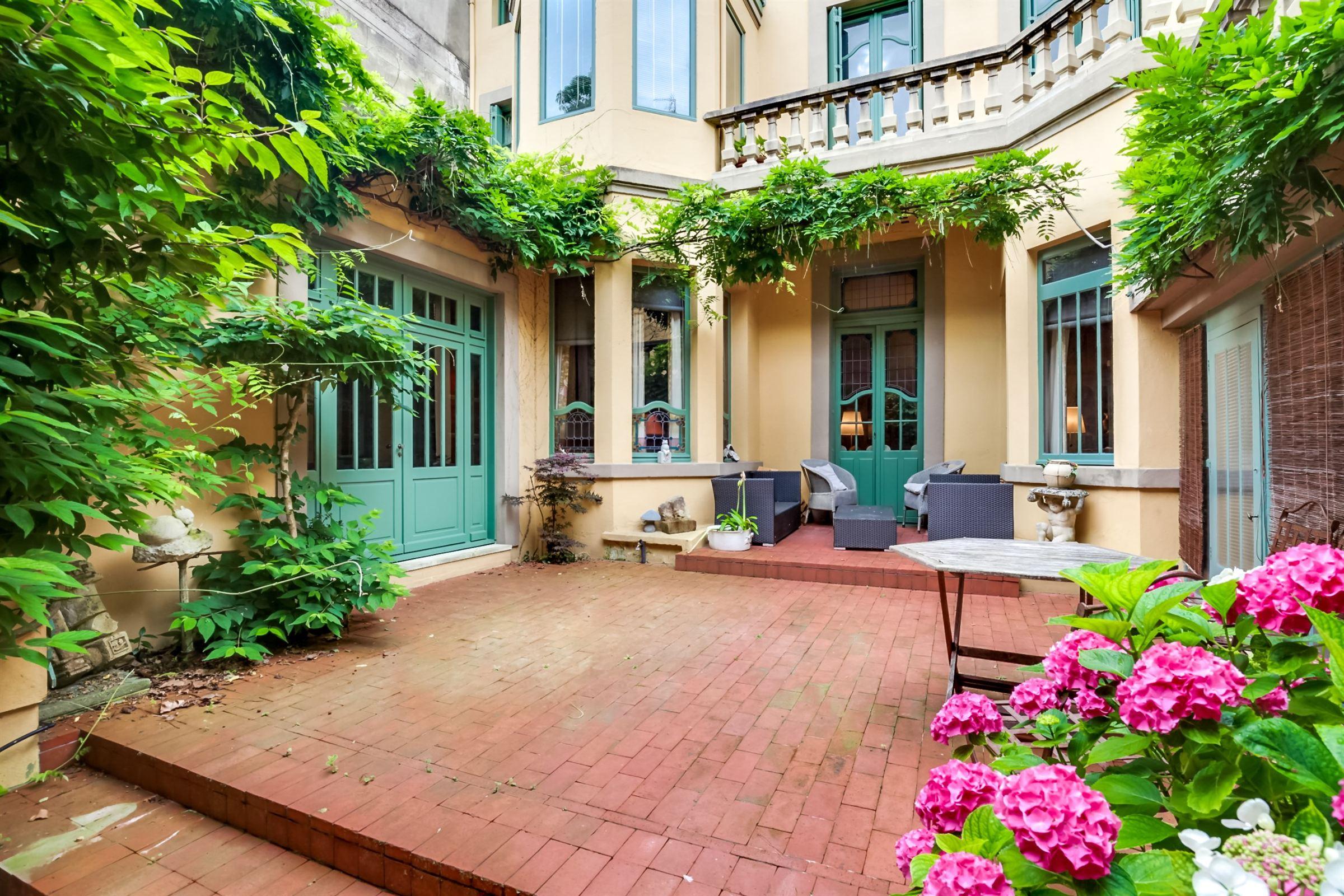 Nhà ở một gia đình vì Bán tại BORDEAUX ST SEURIN DISTRICT VERY NICE PRIVATE LUXURY TOWNHOUSE Bordeaux, Aquitaine, 33000 Pháp