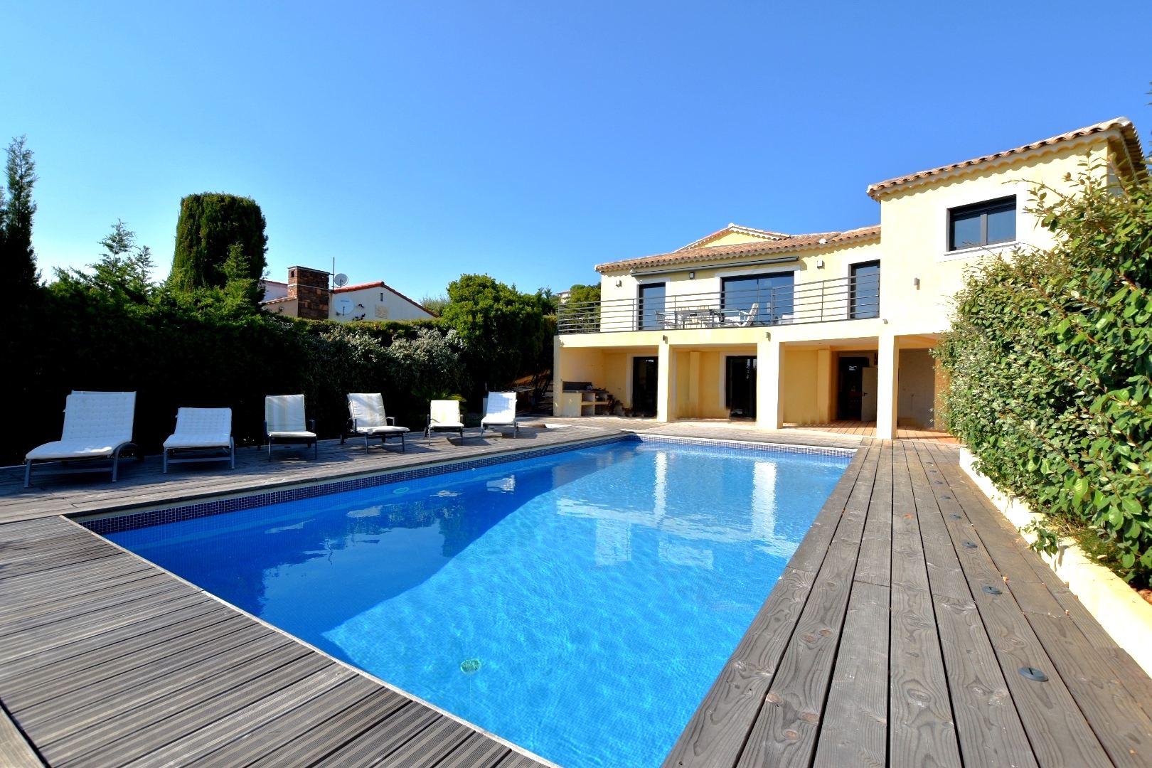 Single Family Homes por un Venta en House Les Issambres, Provincia - Alpes - Costa Azul 83380 Francia