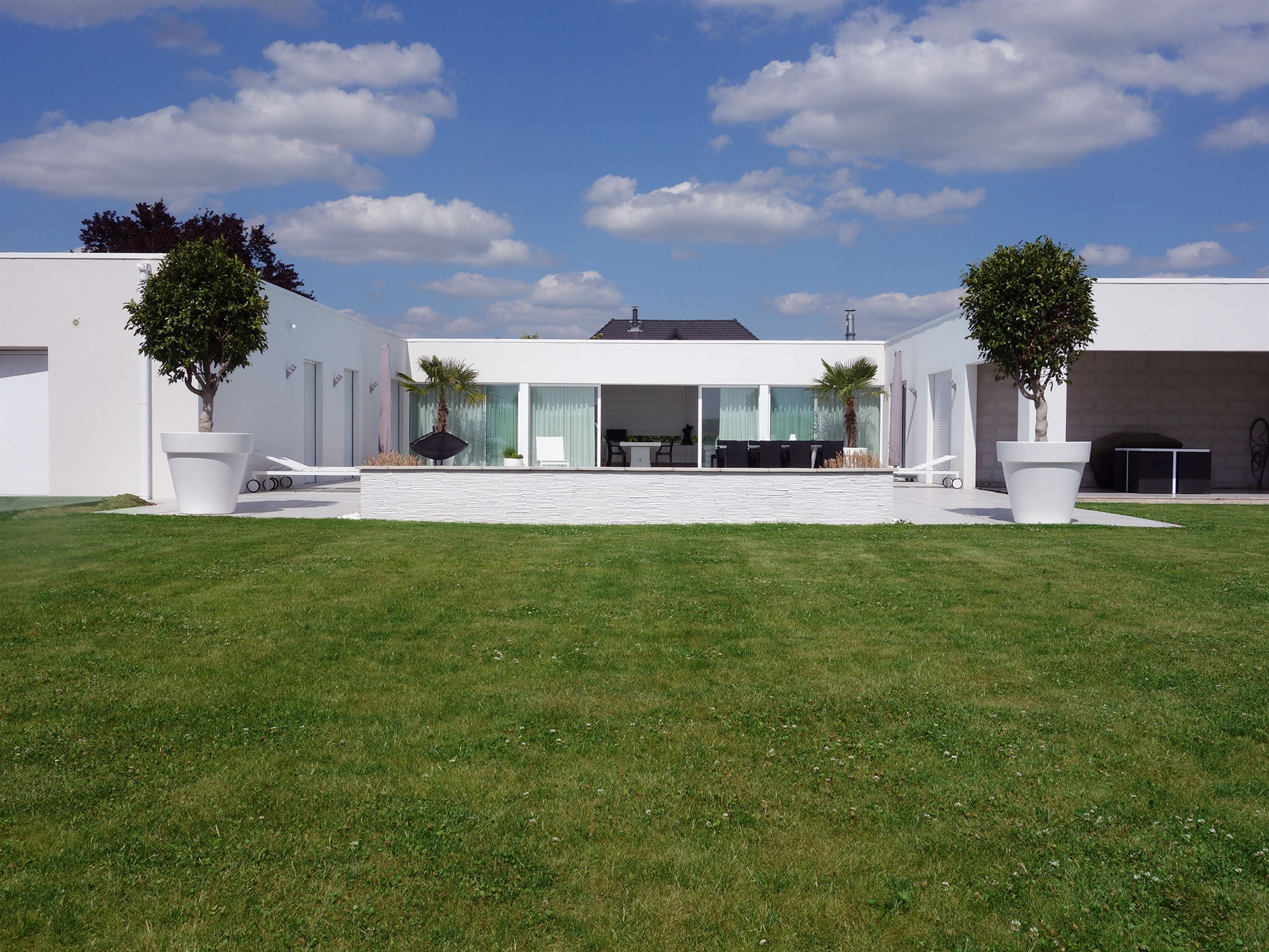 Property For Sale at Mérignies, Luxurious contemporary villa, 224 m2 hab, 3 bedrooms