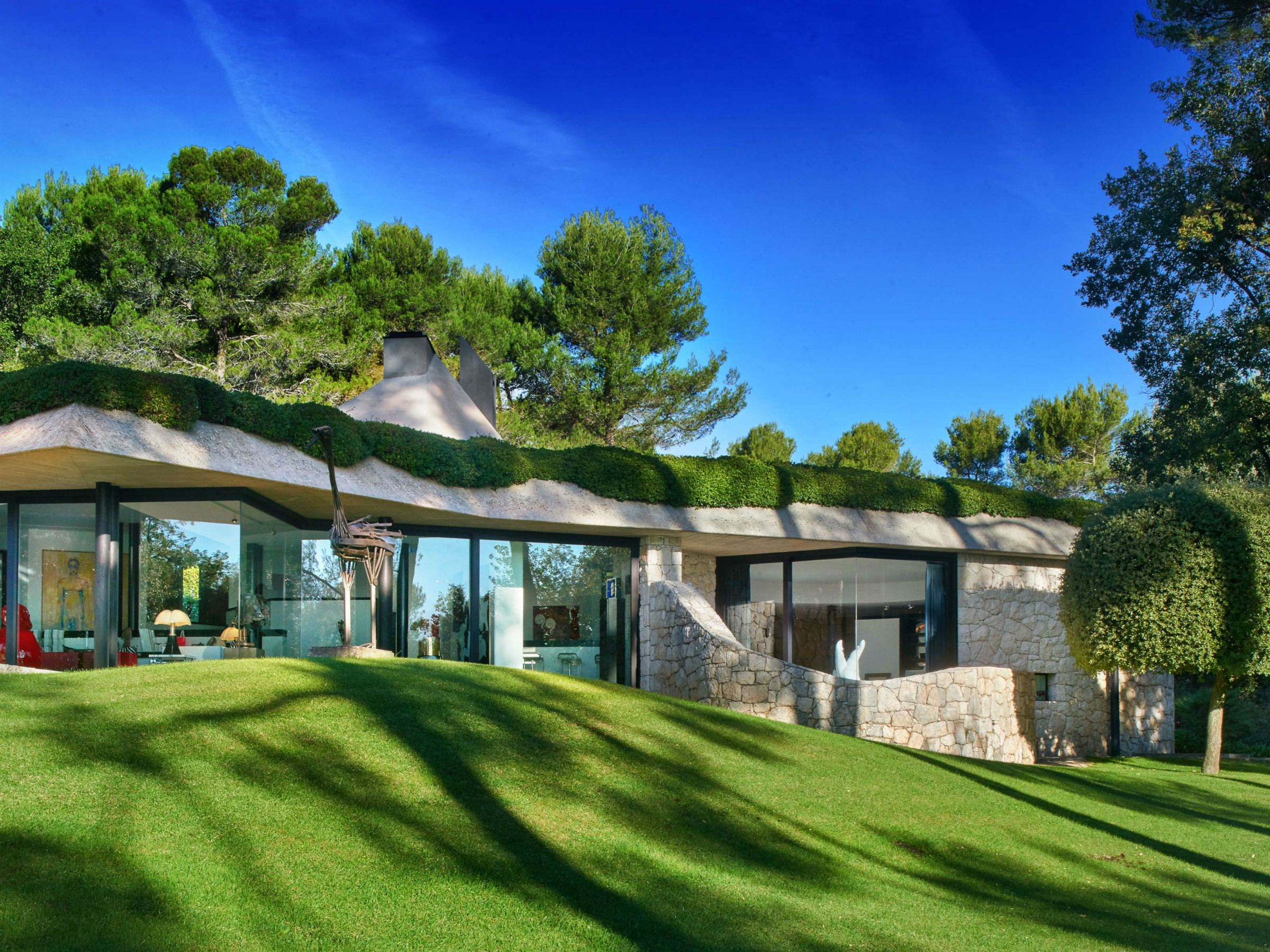 Property For Sale at Beautiful villa in Saint Paul de Vence to buy