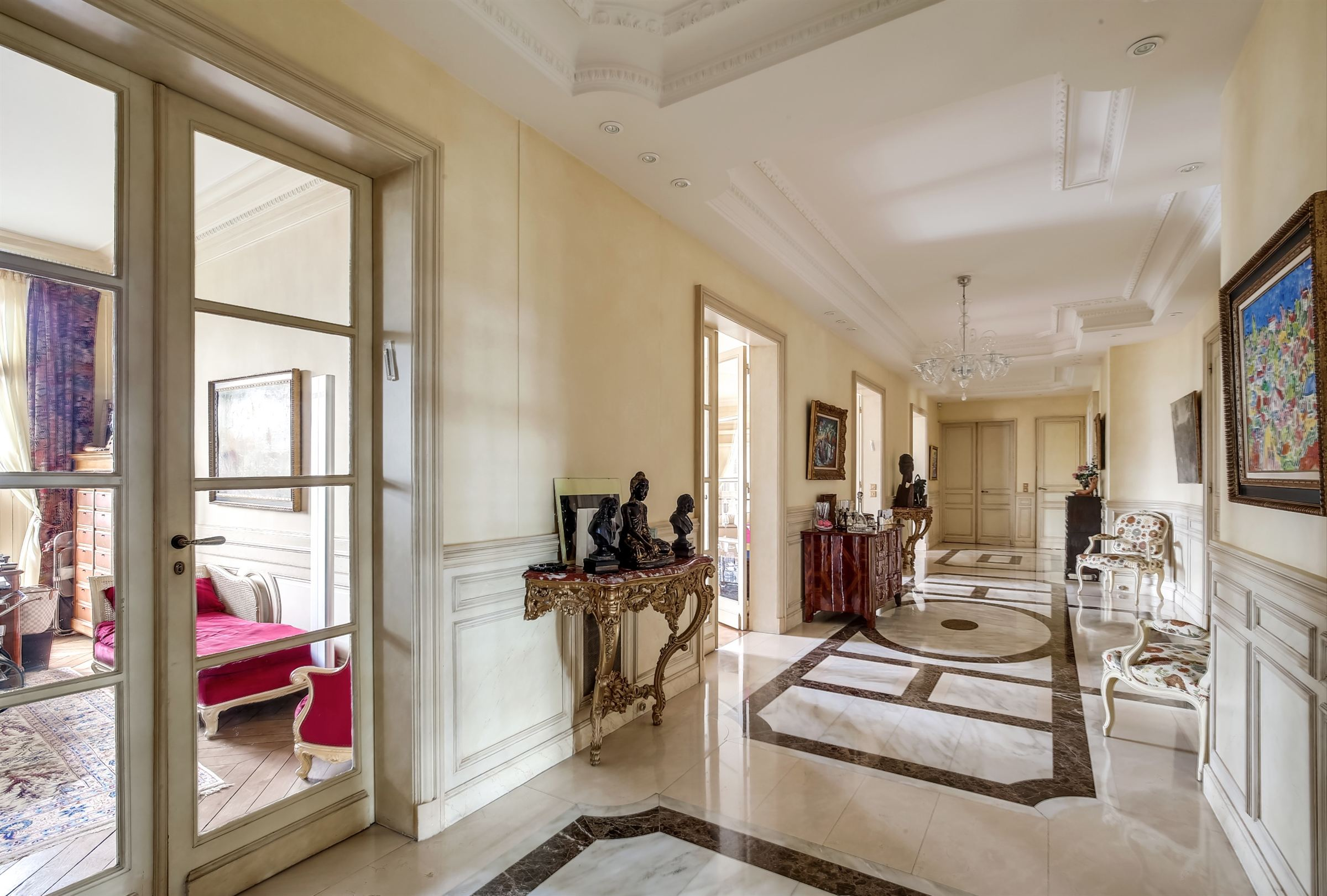 sales property at Apartment on high floor for sale in Paris 16th - Foch - Flandrin