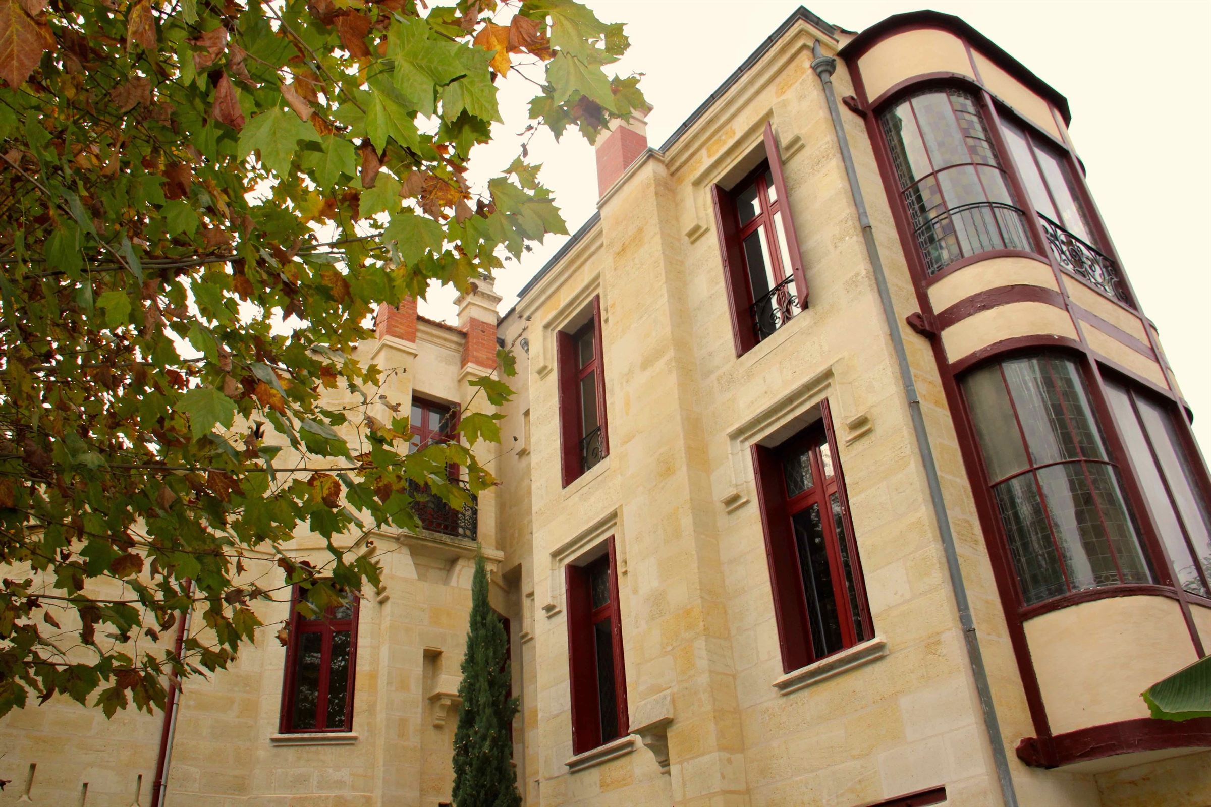 Property For Sale at BORDEAUX ST-GENES - REMARKABLE XVI-XVIIIth C. MANOR IDEAL FOR A FAMILY