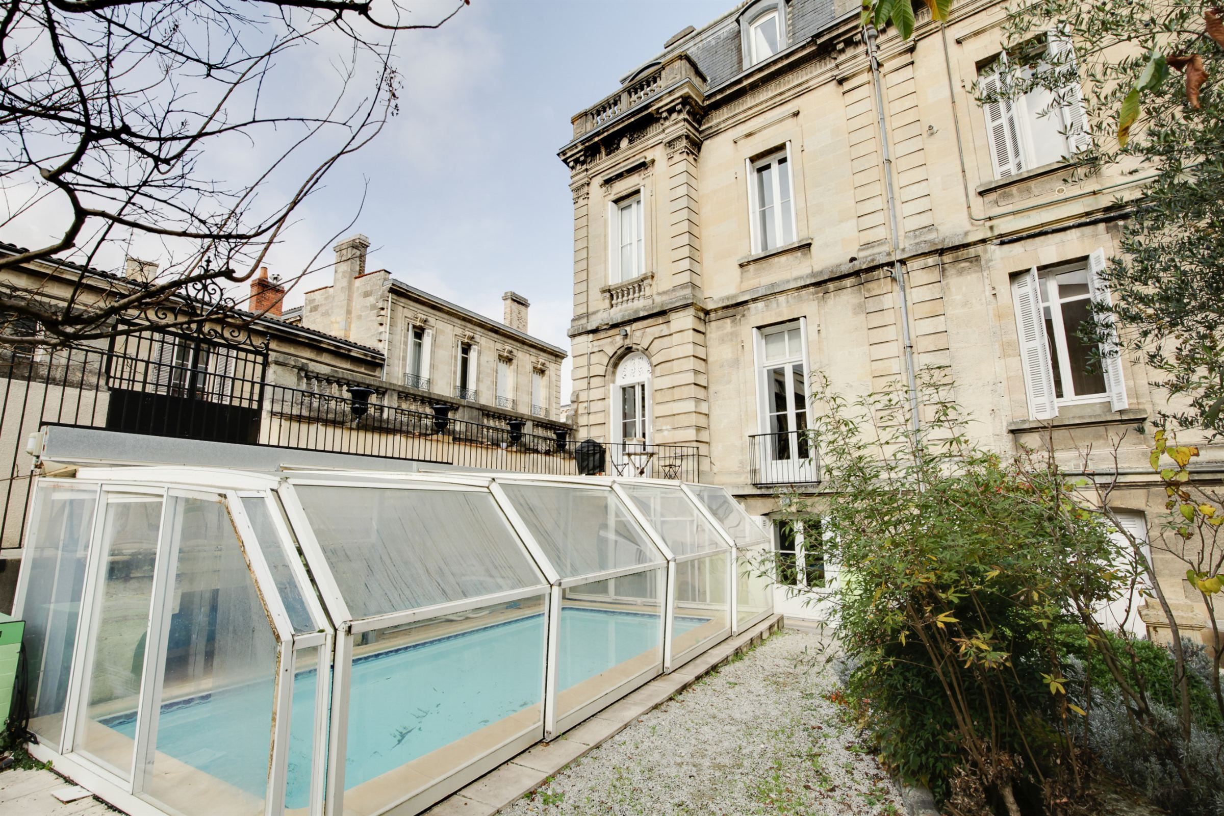 Property For Sale at BORDEAUX – CENTER – ELEGANT TOWNHOUSE – RARE !