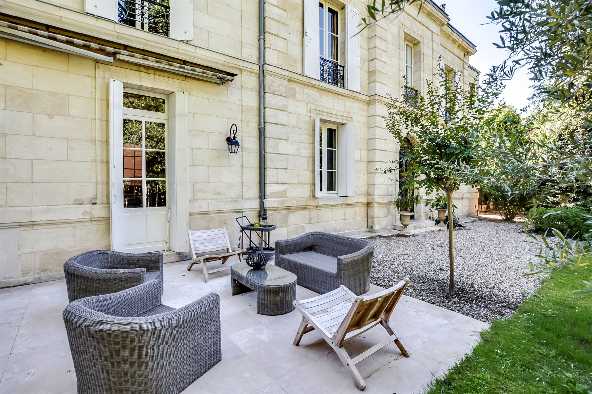 sales property at BORDEAUX BOUSCAT - SUPERB STONE MASTER HOUSE ON A 2300 M² GARDEN : RARE!