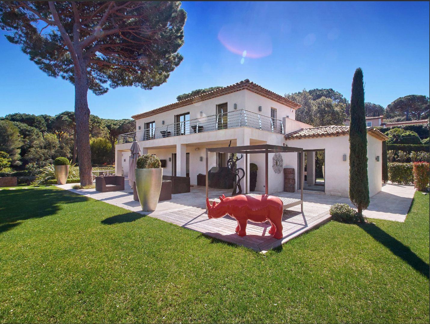 Single Family Homes por un Venta en Beautiful villa next to the beach Saint Tropez, Provincia - Alpes - Costa Azul 83990 Francia