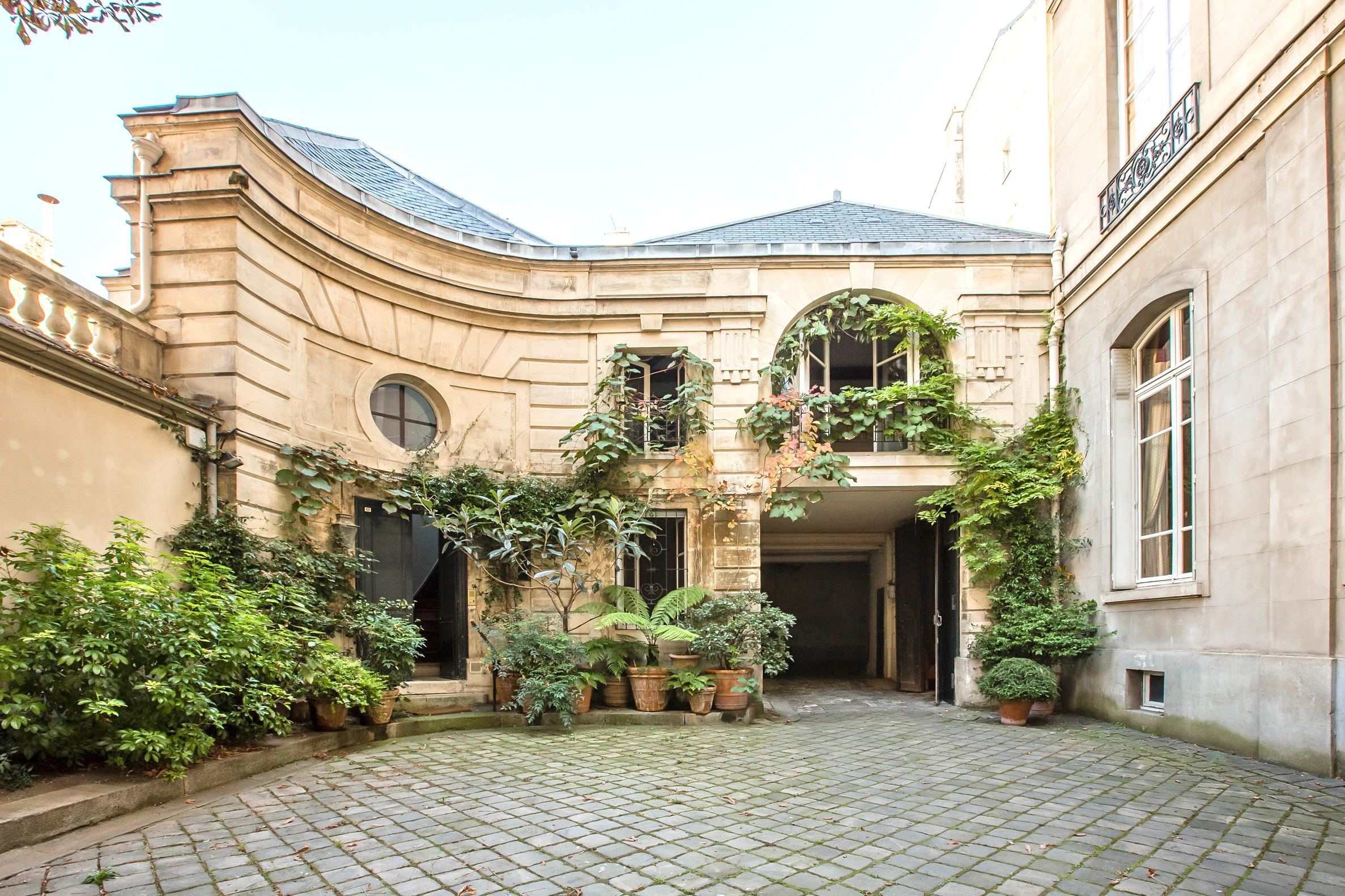 sales property at 75007 - Faubourg Saint-Germain