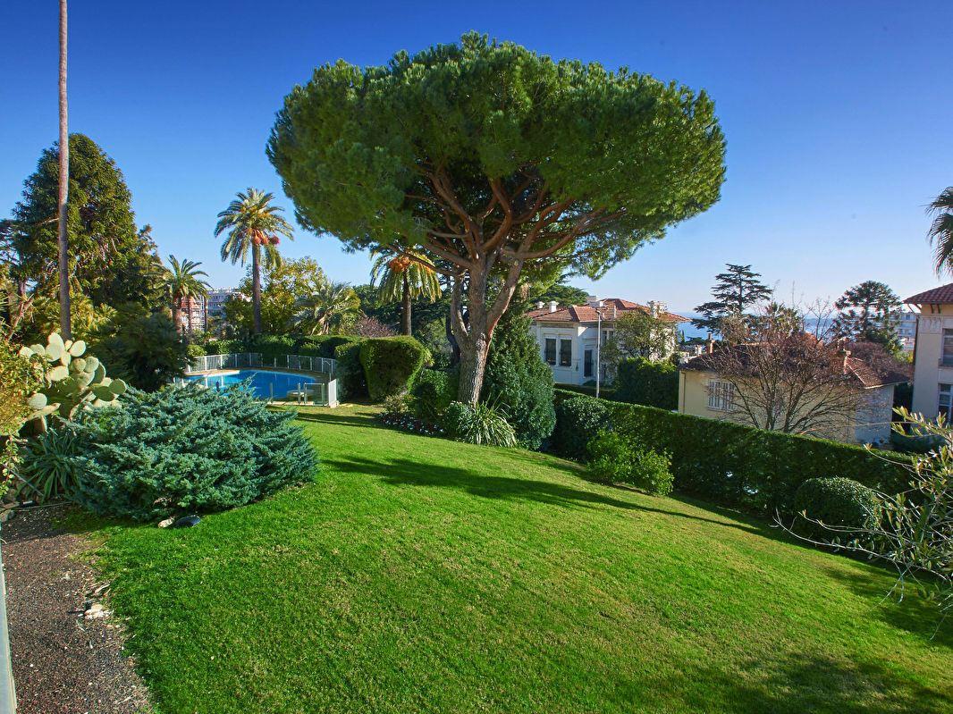 公寓 为 销售 在 Apartment at the garden floor - glimpse of the sea 坎尼, 普罗旺斯阿尔卑斯蓝色海岸, 06400 法国