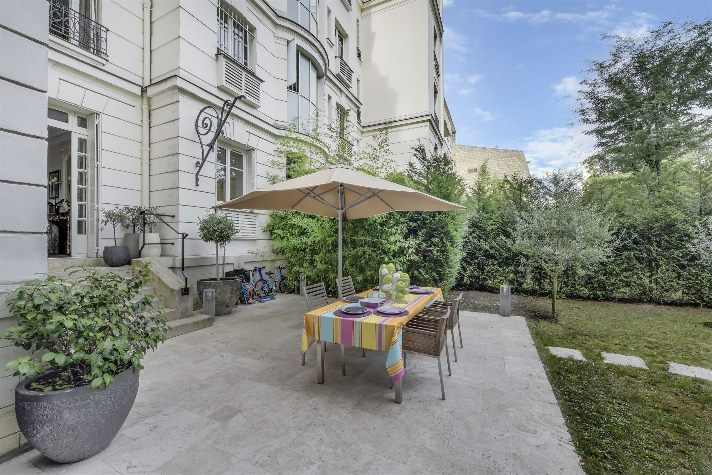 sales property at For sale tastefully renovated apartment in Neuilly-sur-Seine - Lycée Pasteur