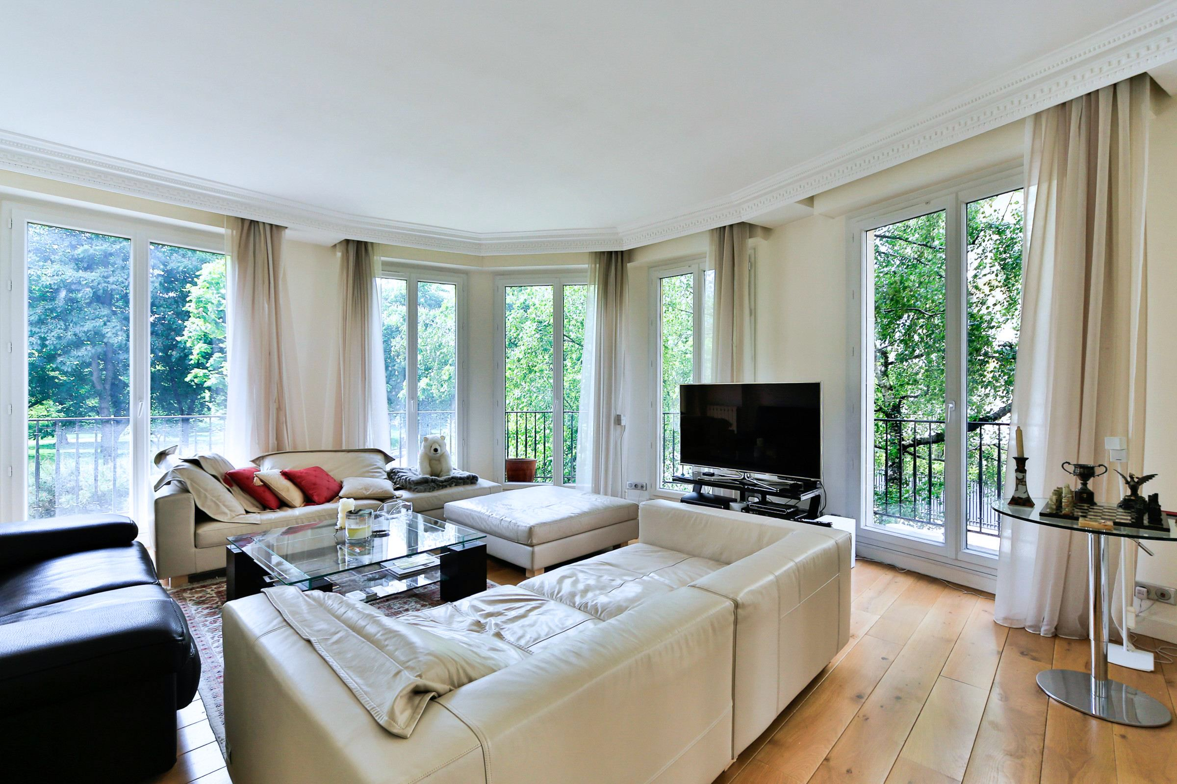 Property For Sale at Neuilly - Bois de Boulogne - Apartment, in perfect condition.