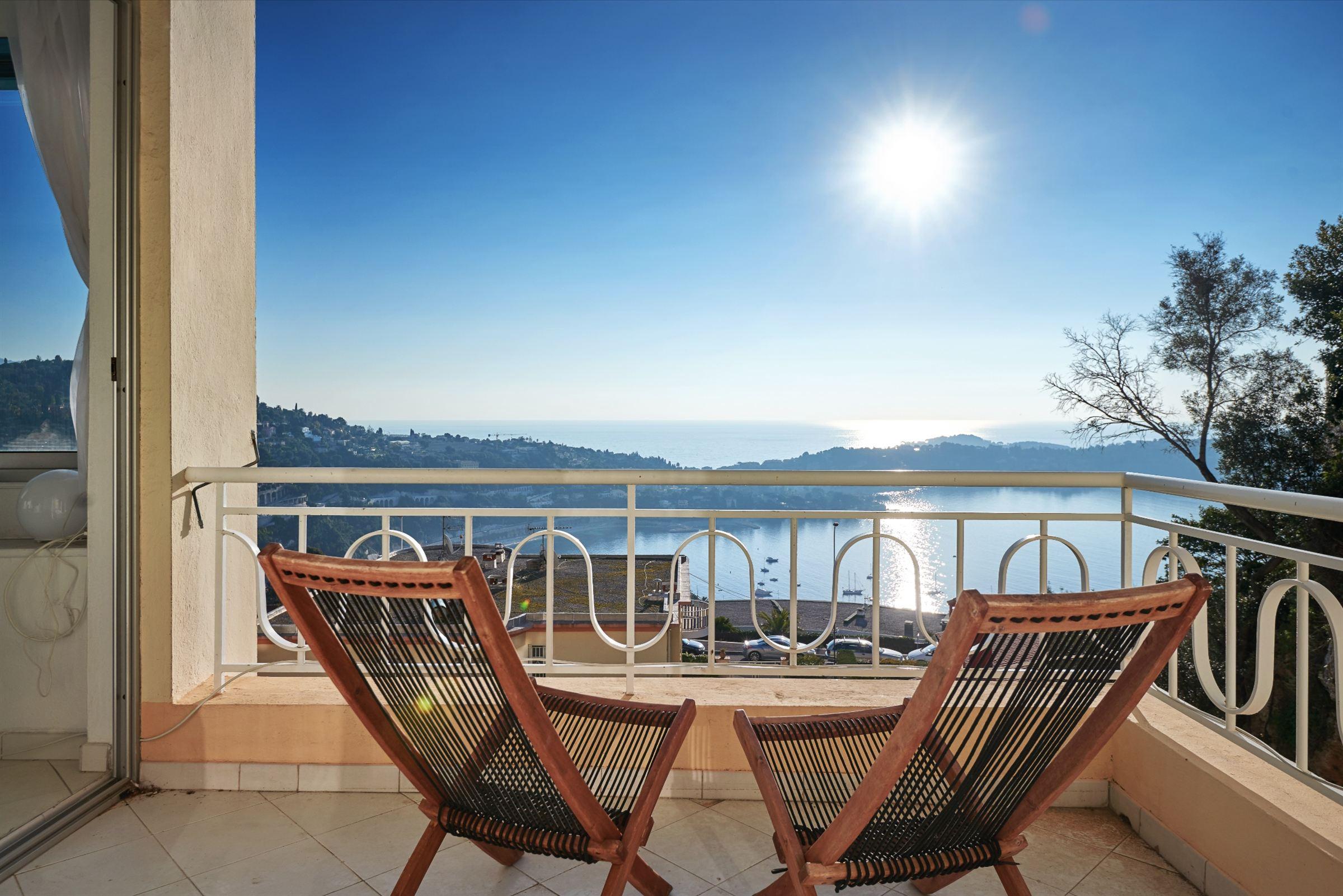 아파트 용 매매 에 An apartment in excellent state with stunning views over Villefranche Bay Villefranche Sur Mer, 프로벤스 앞ㄹ프스 코테 D'Azur 06230 프랑스