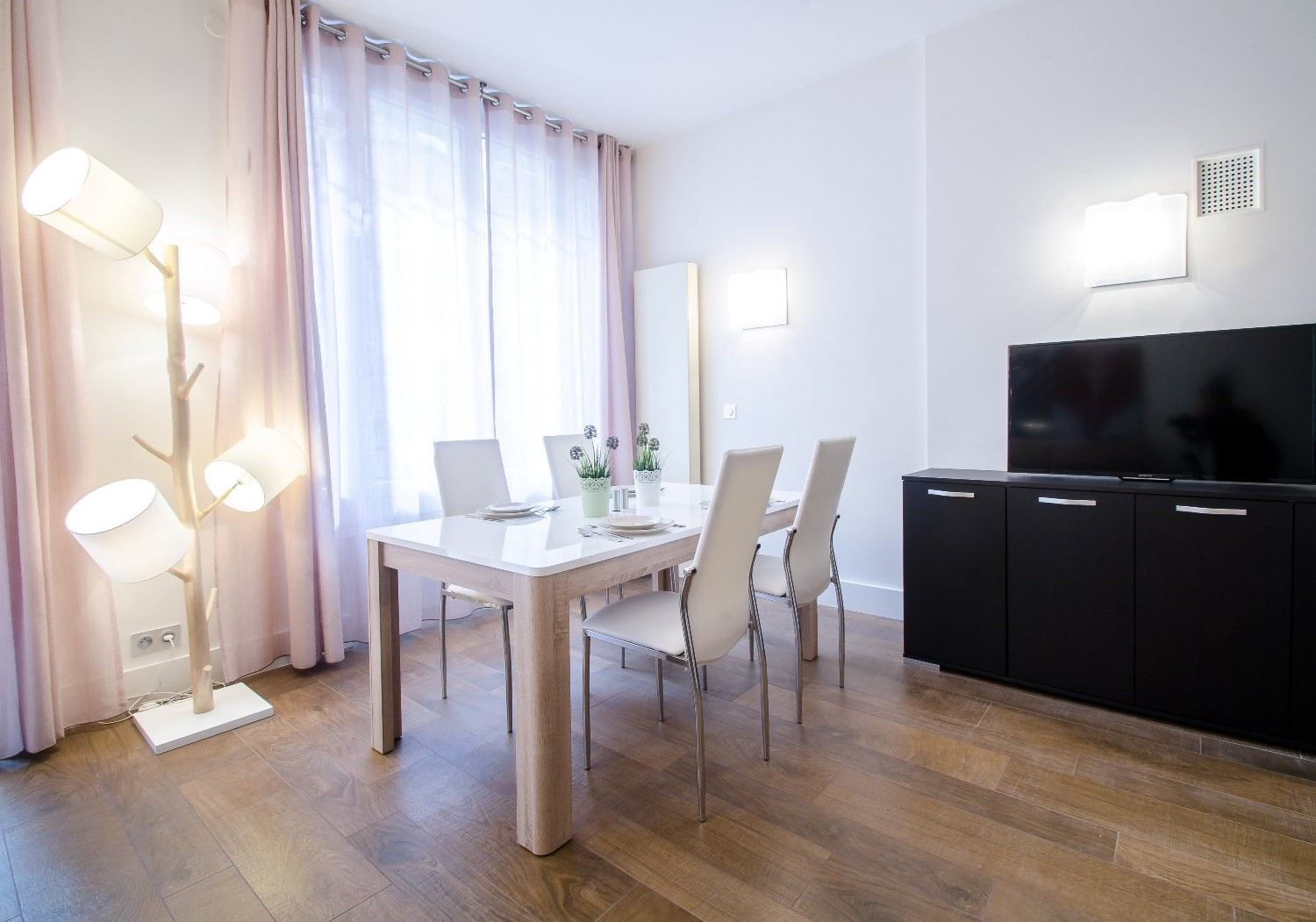 sales property at For sale renovated pied-à-terre Paris 16 - Place Victor Hugo