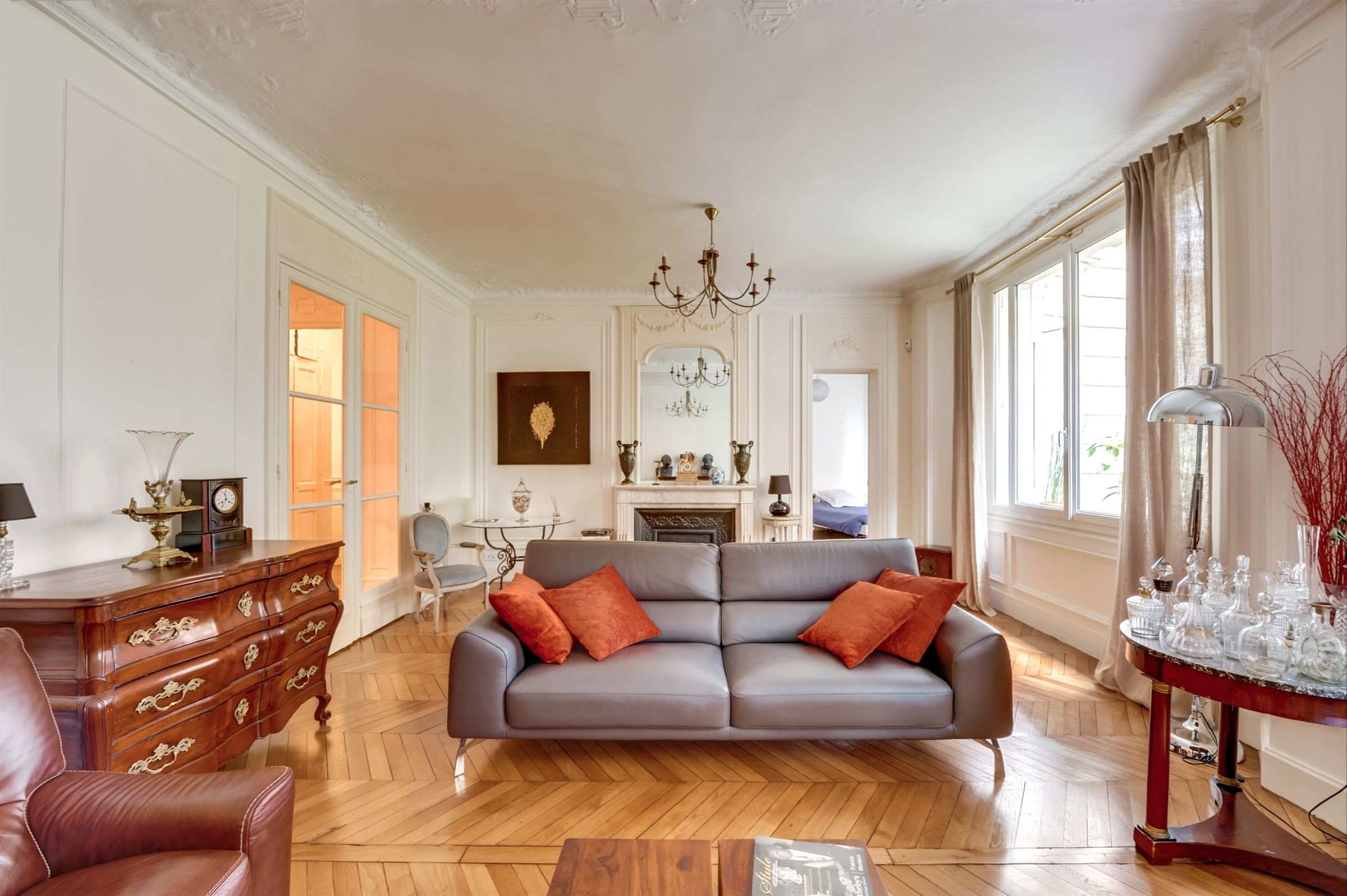 sales property at For sale apartment with the charm of traditional style in Paris 16 - Trocadéro
